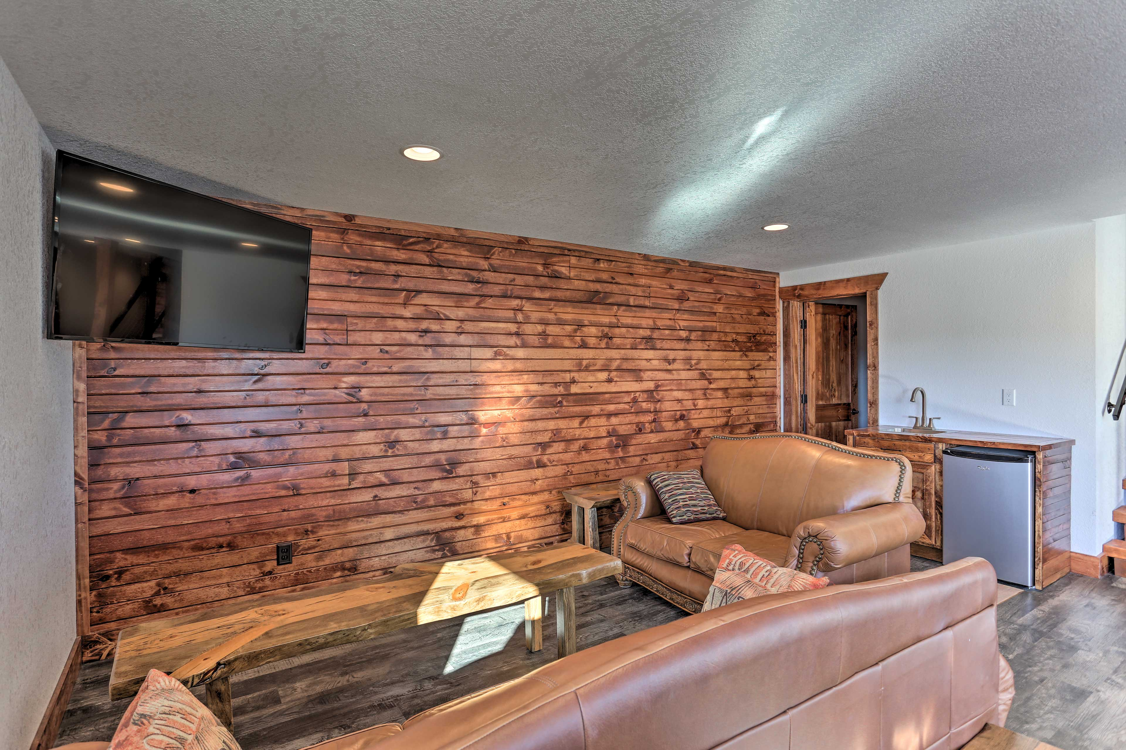 Kick back on the leather seating in front of the flat-screen TV.