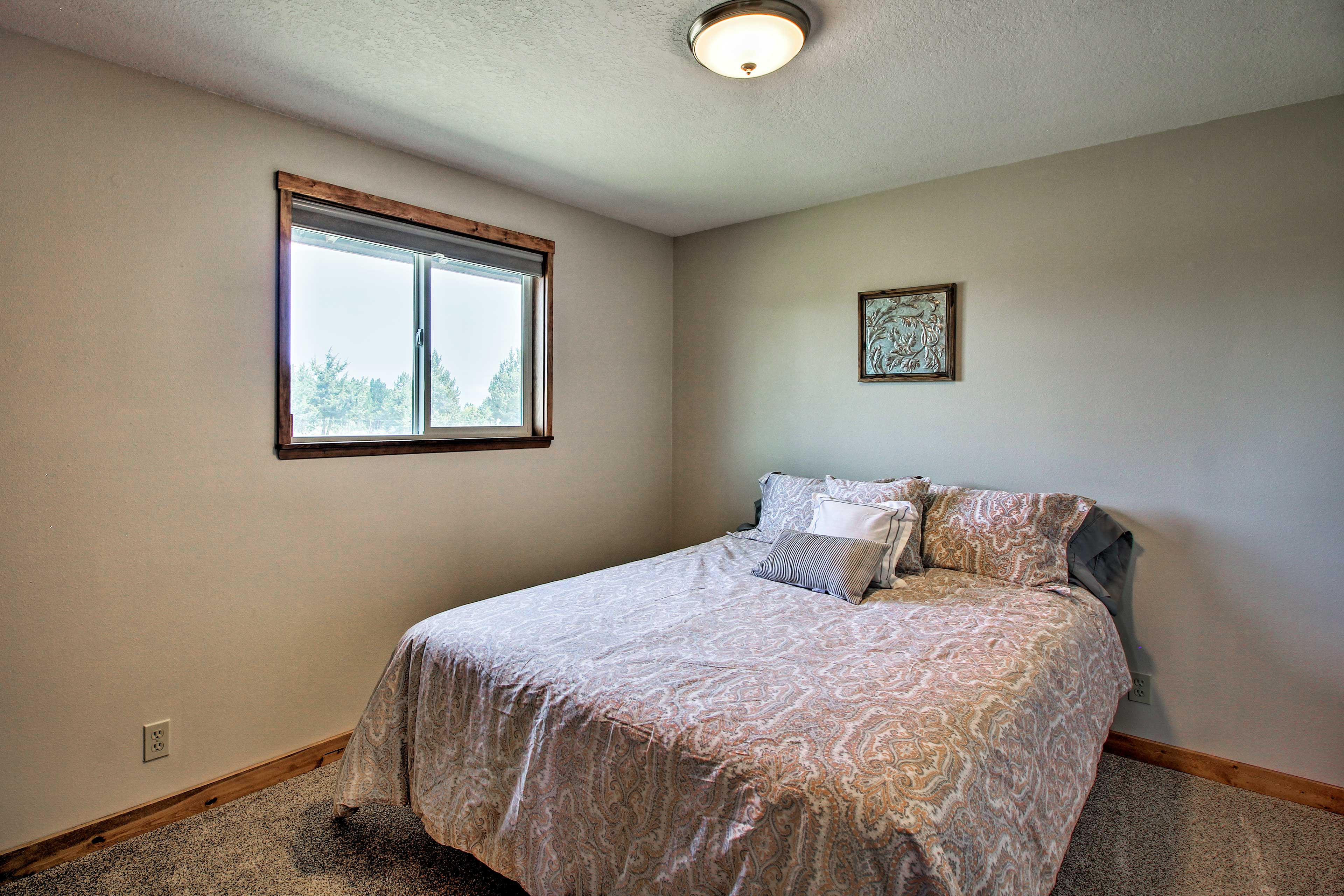 Two more guests can make themselves comfortable in the third bedroom.