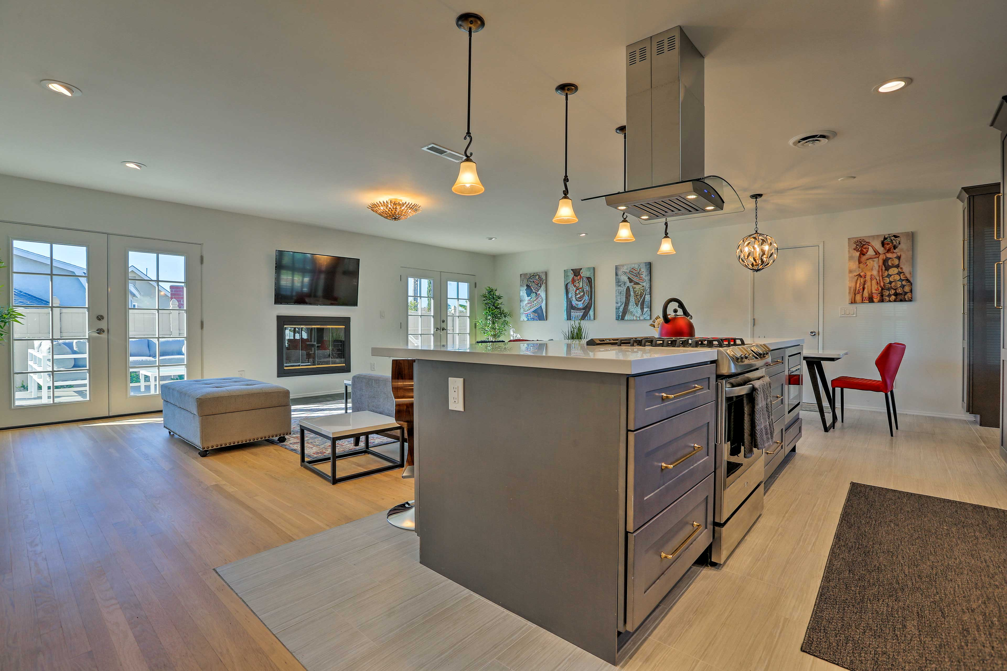 The fully equipped kitchen has everything you need to prepare home-cooked meals.