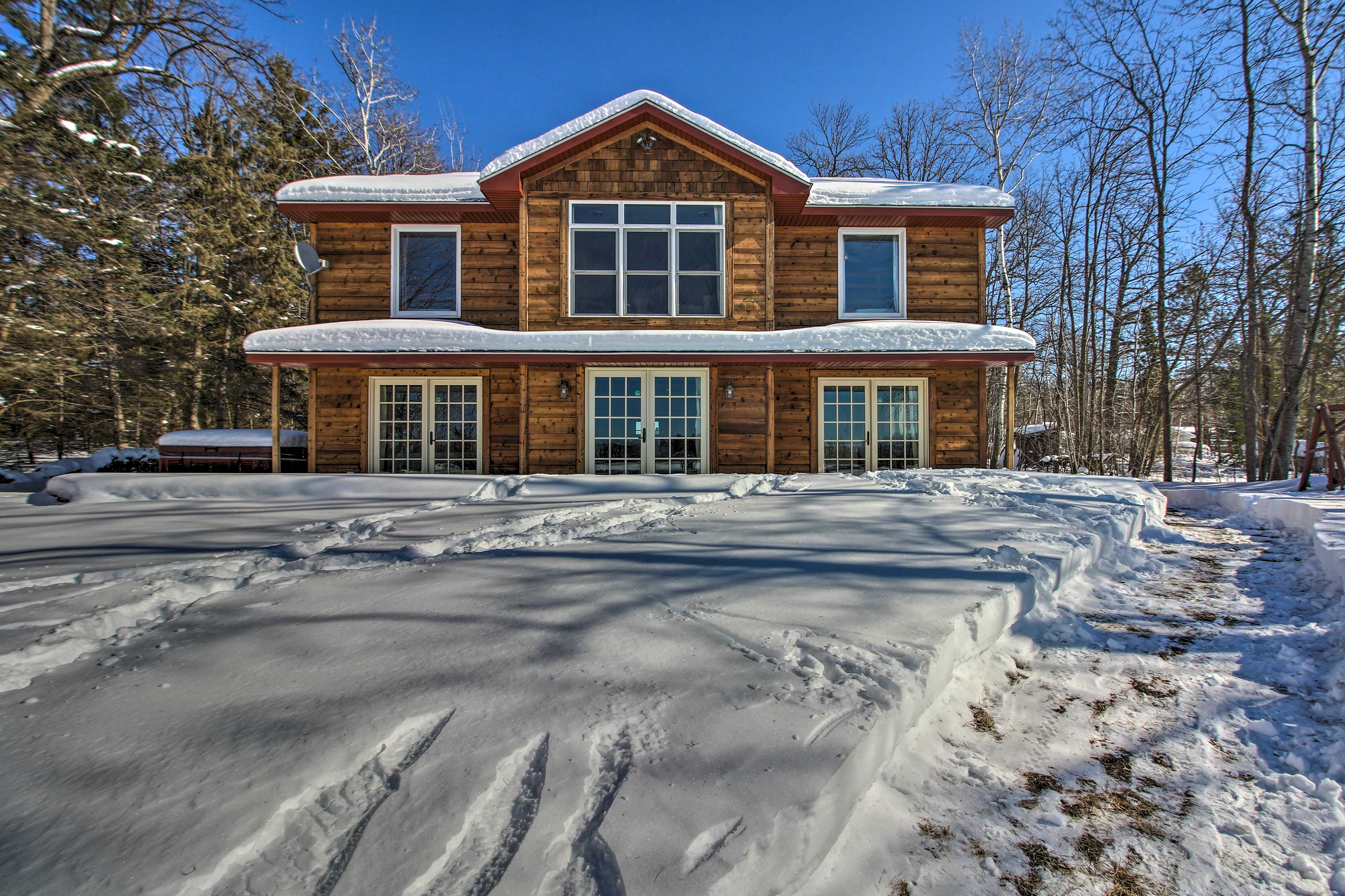 This home turns into a winter wonderland when the seasons change!