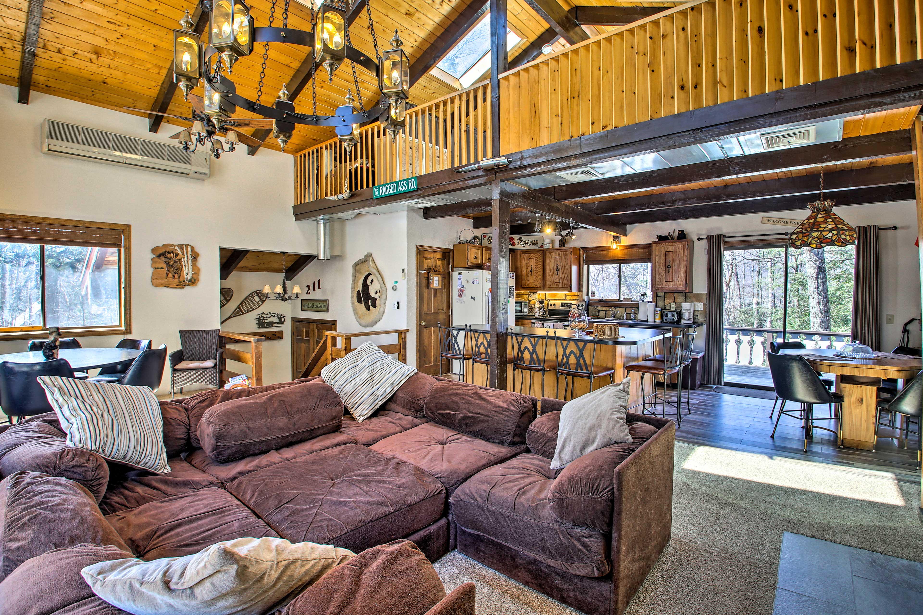 Fall in love with this Glen vacation rental home!