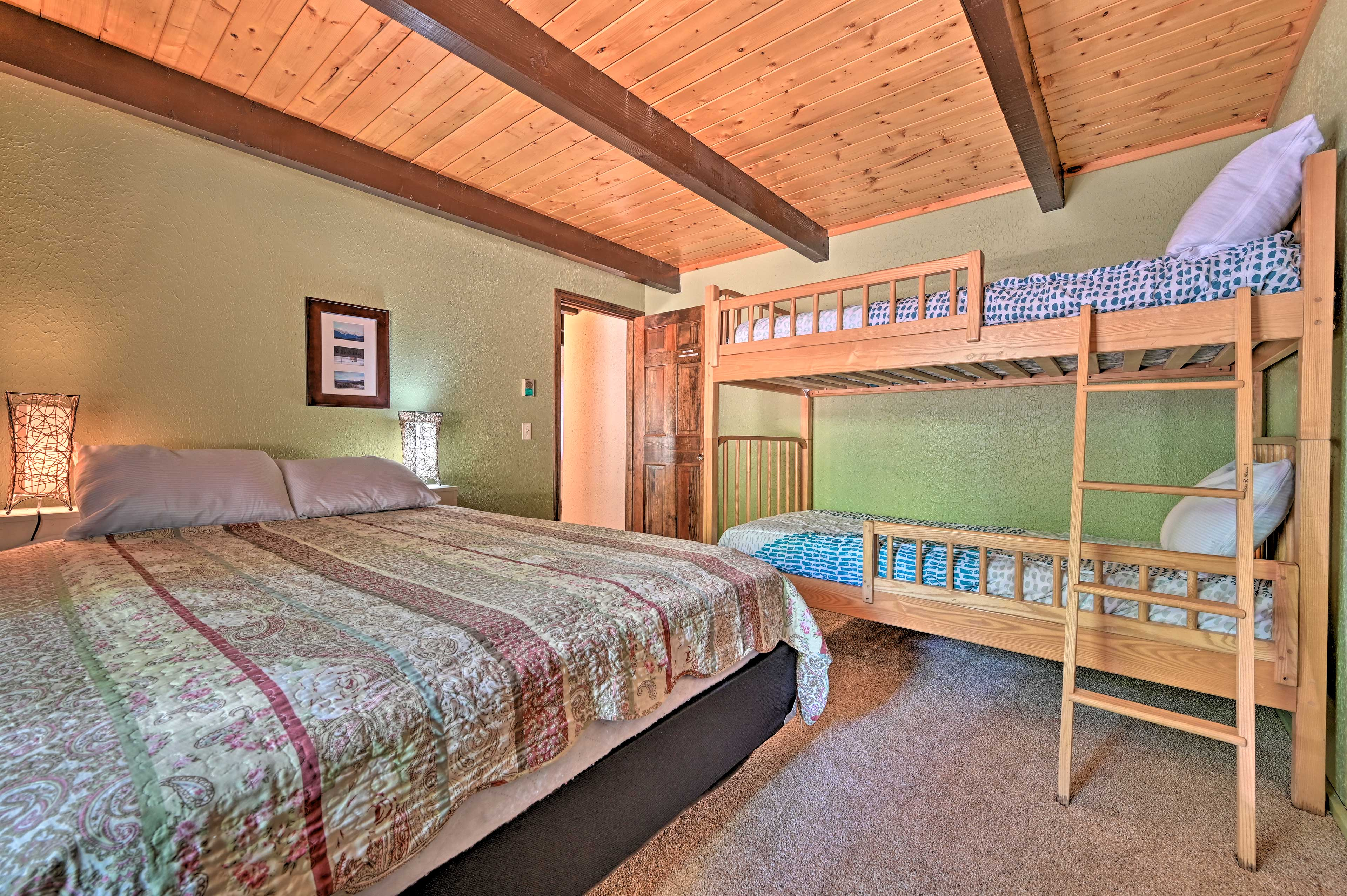 An additional twin bunk bed provides extra sleeping space for 2.