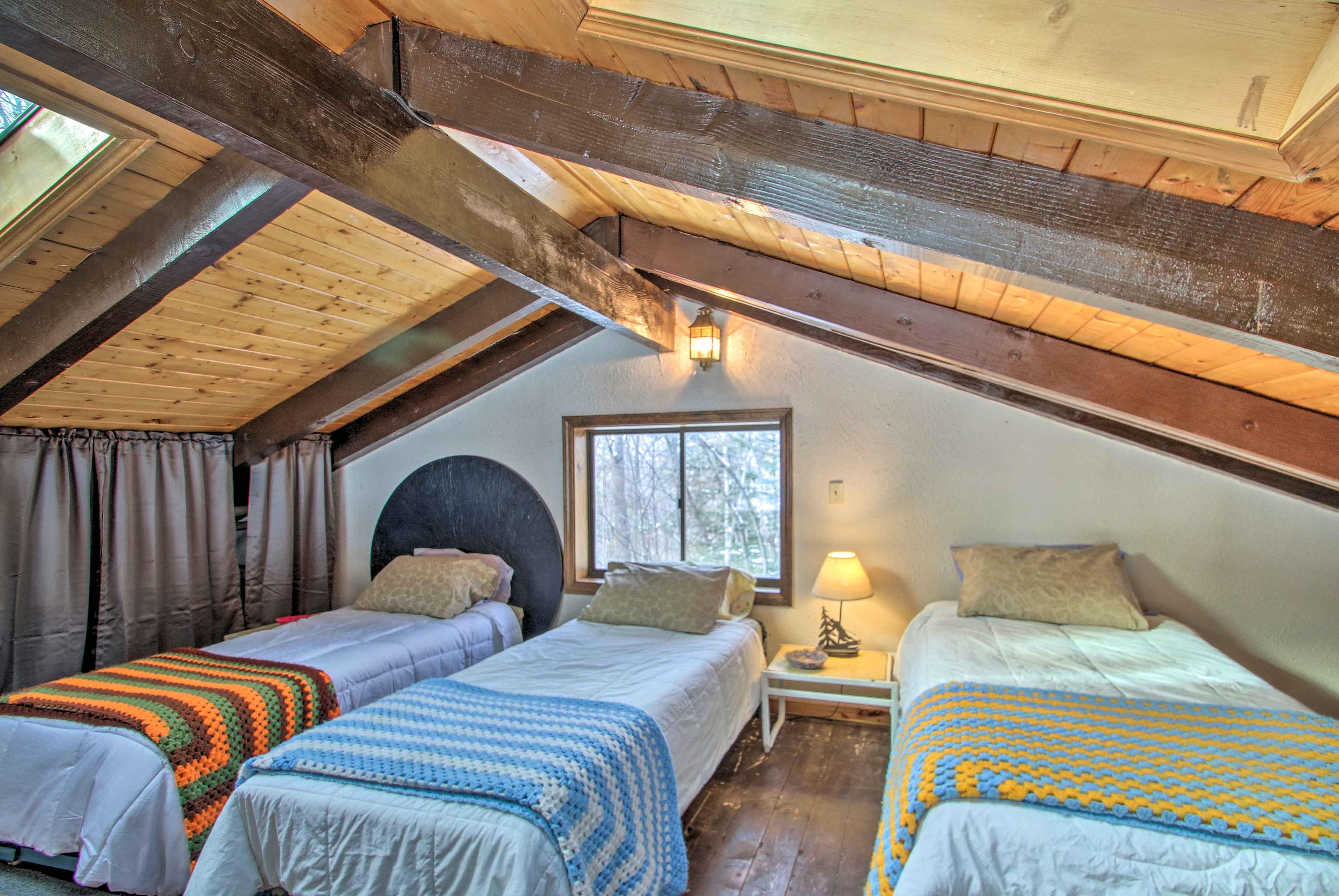 The loft has 3 twin beds.