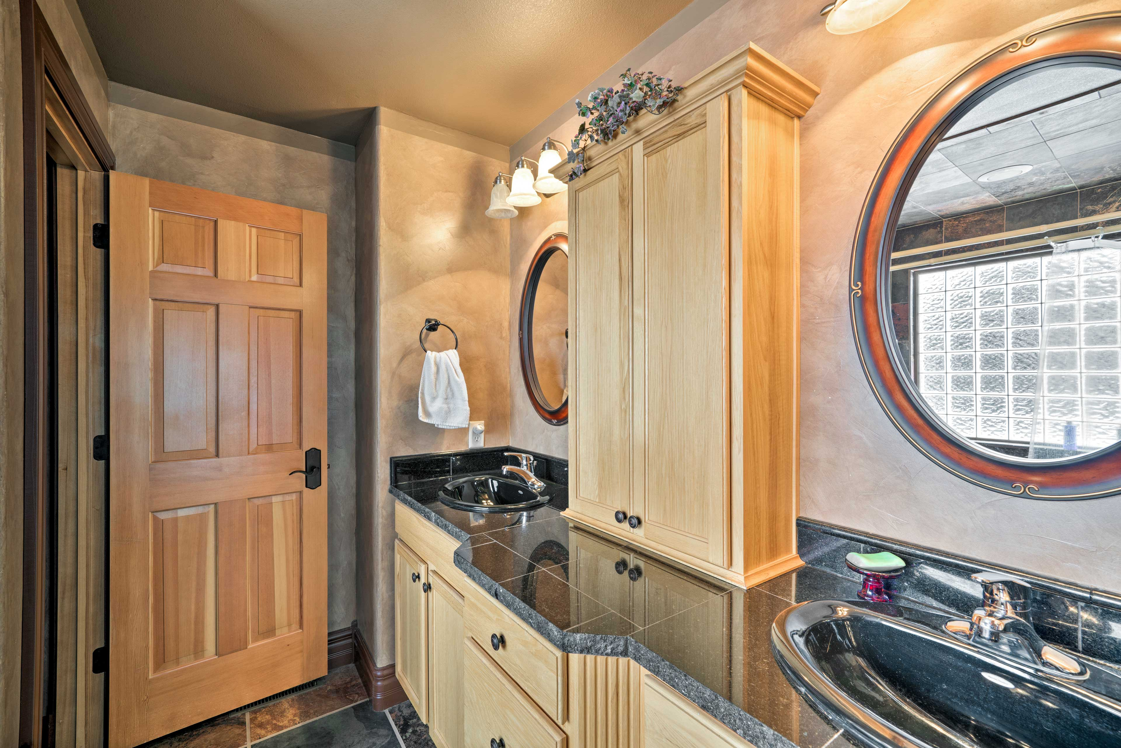The dual sink vanity makes it easy to get ready in the morning.