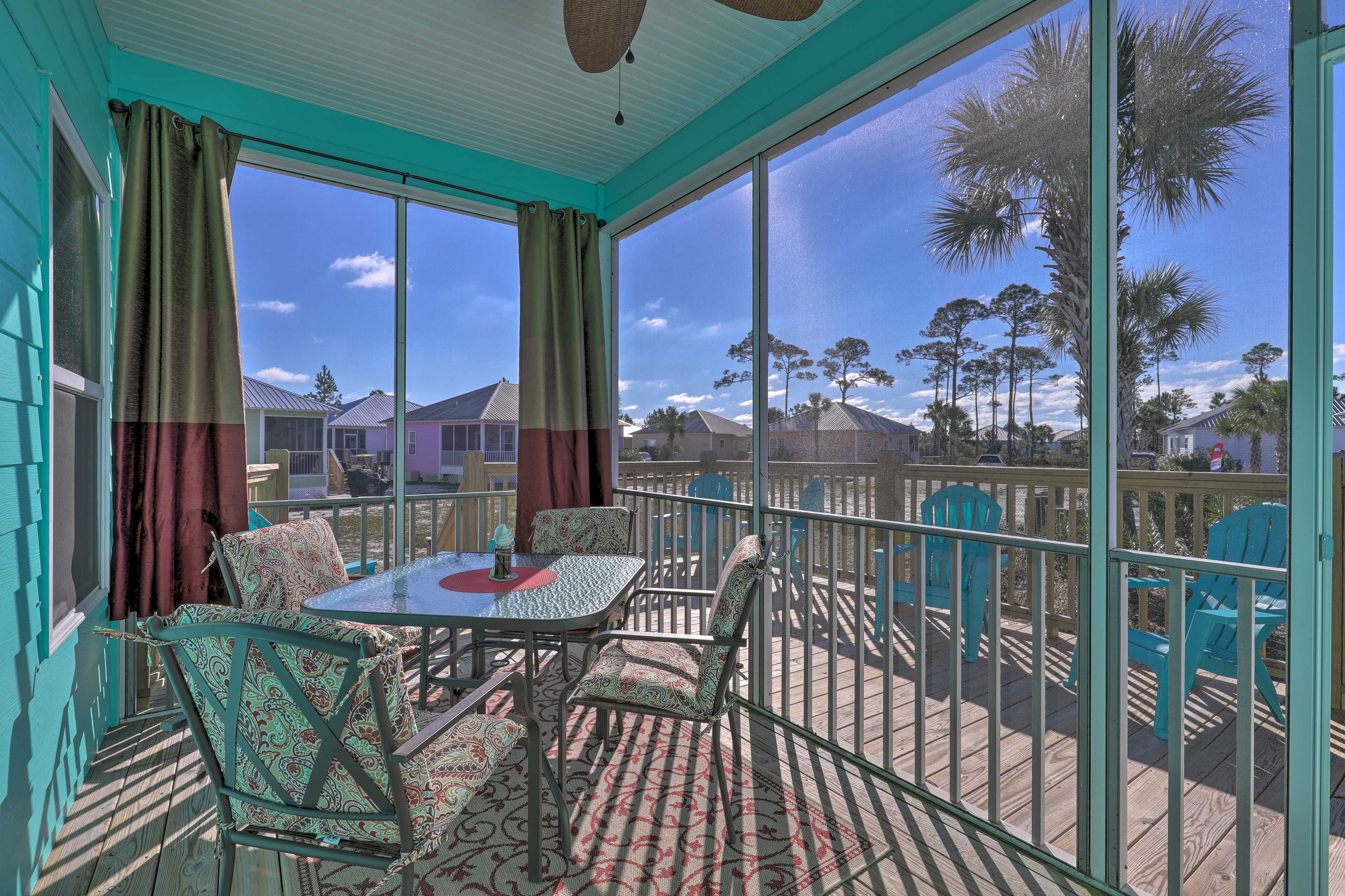 Screened Porch | Community Pool | Private Deck | Ceiling Fan