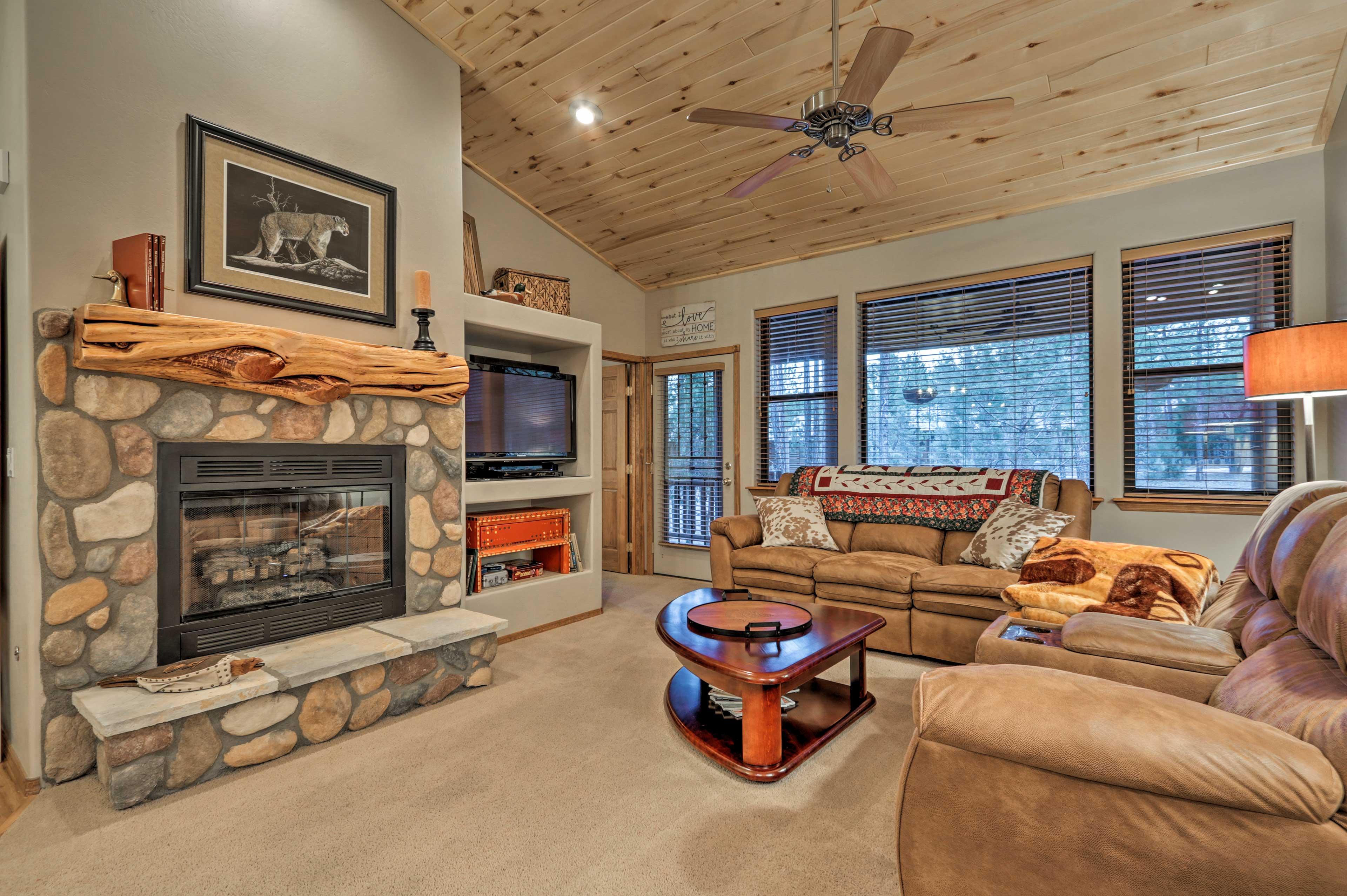 This 2-bedroom, 2-bath vacation rental cabin is a cozy retreat!