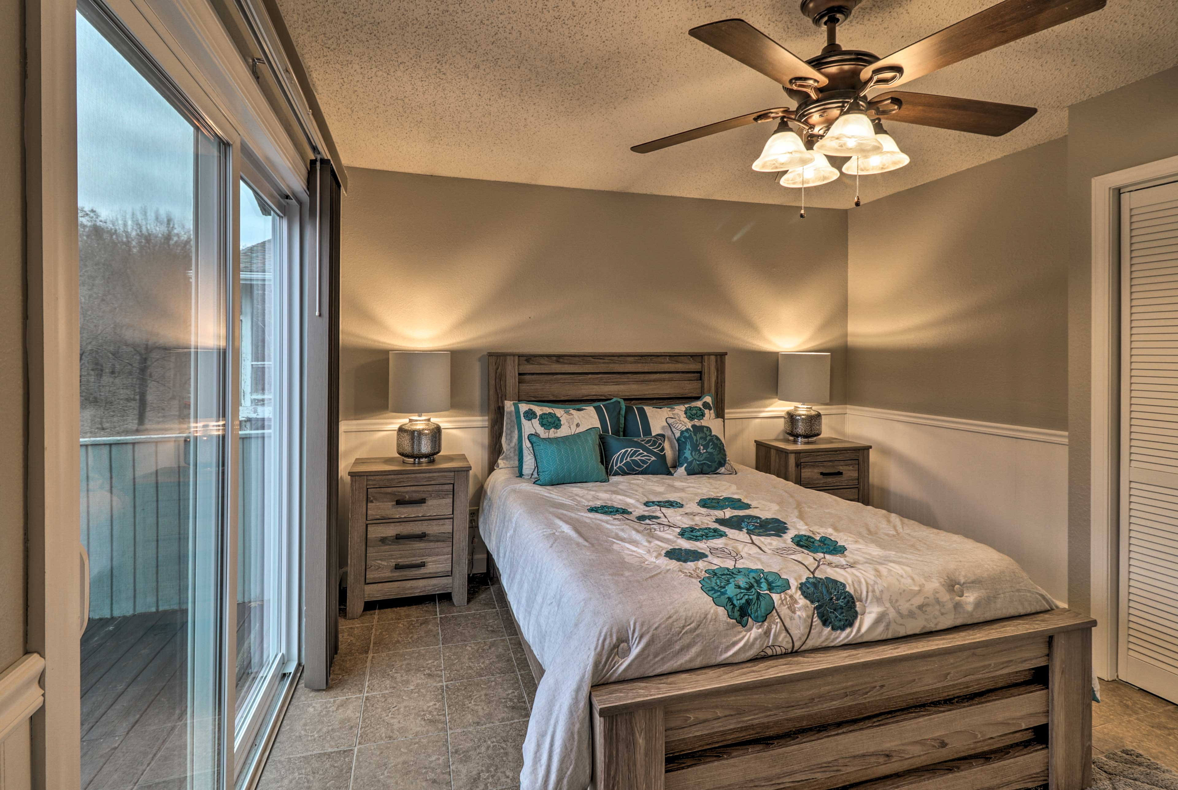 Turn on the ceiling fan & drift to sleep easily in this queen-sized bed.