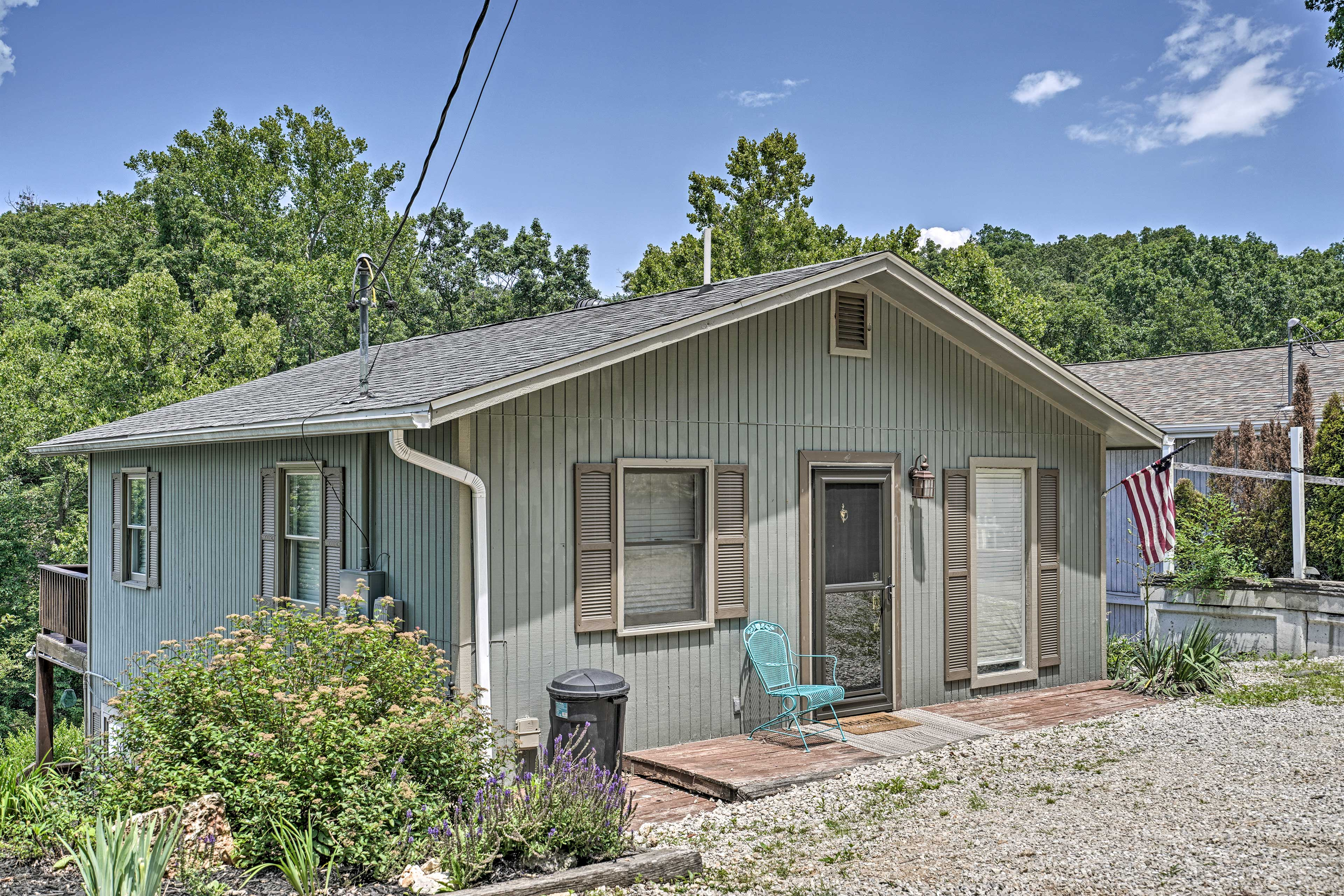 This 1,400-square-foot house is an ideal Ozarks destination for 13!