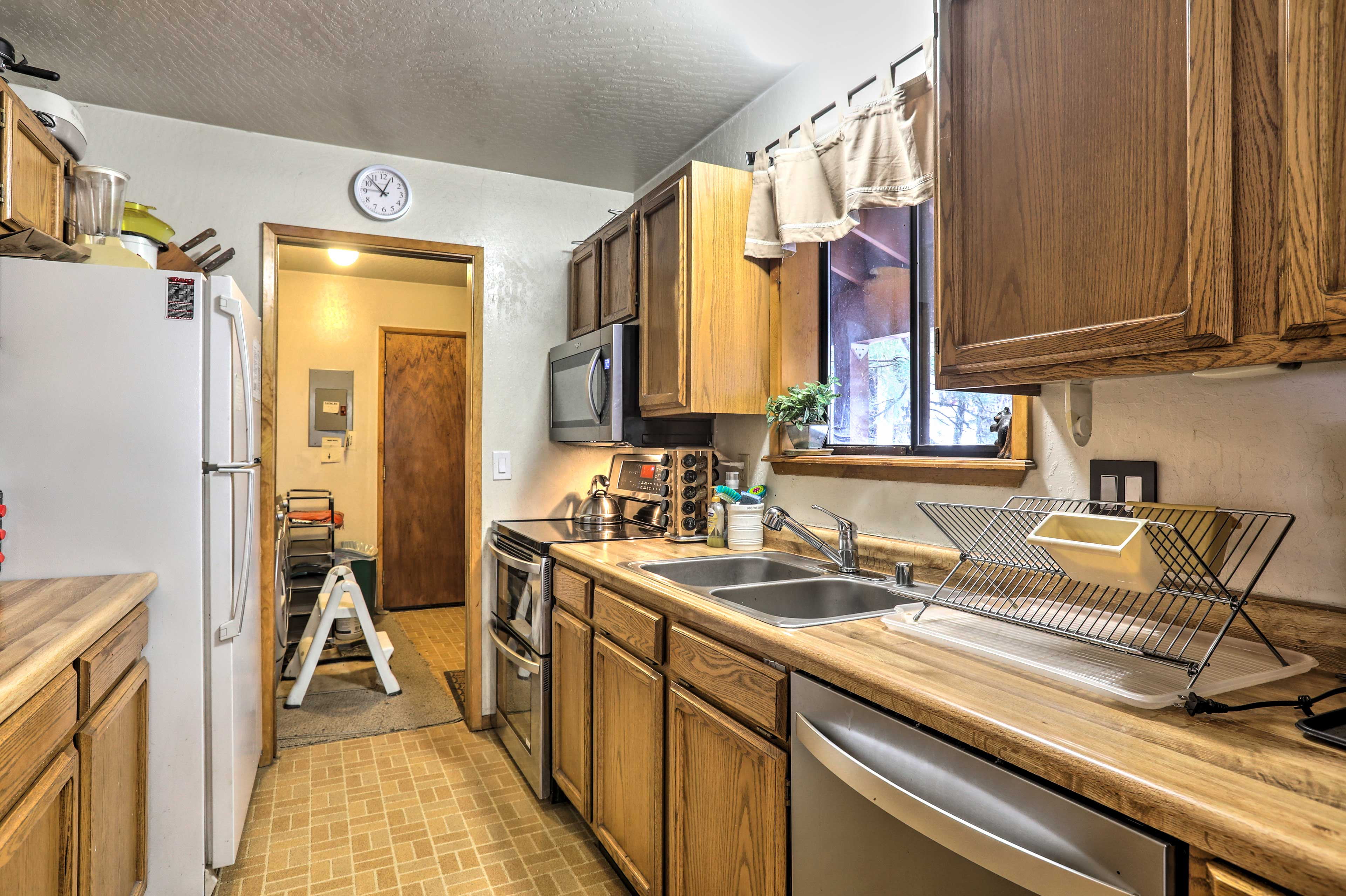 Stainless steel appliances enhance the kitchen!