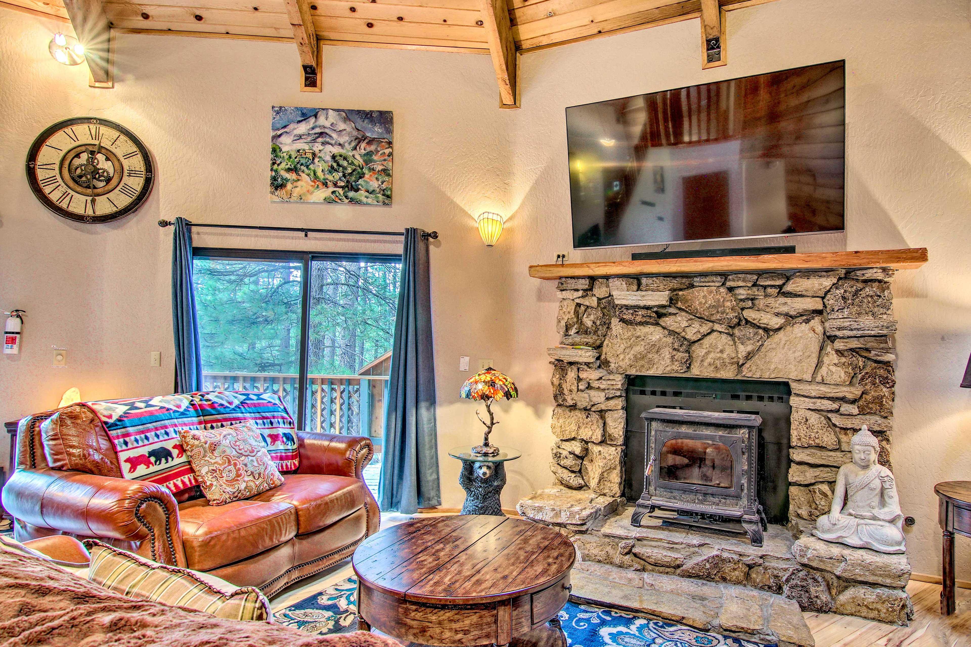 Bring along 8 to explore Lake Tahoe at this cozy vacation rental!