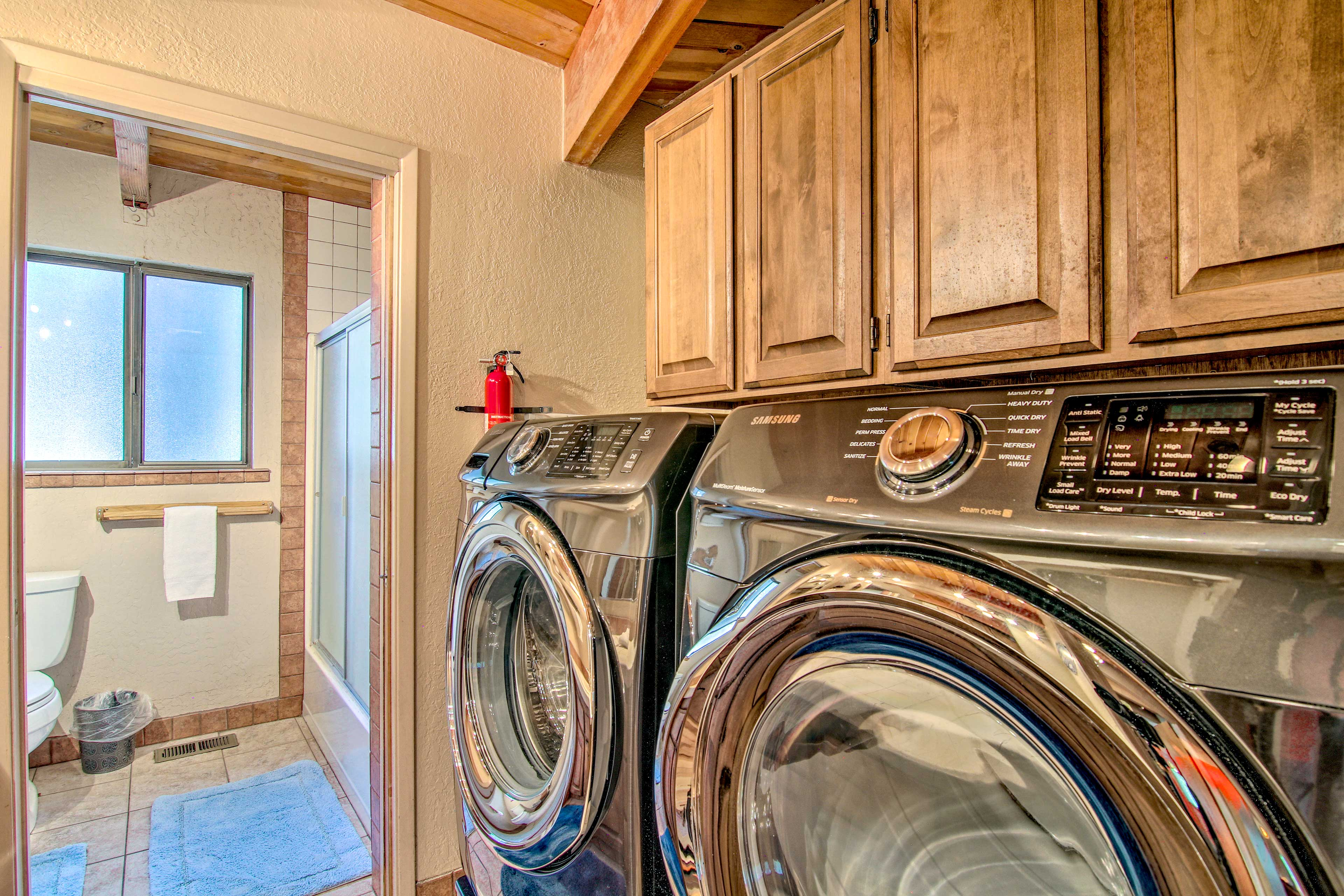 Keep clothes smelling fresh with the in-unit washer and dryer.