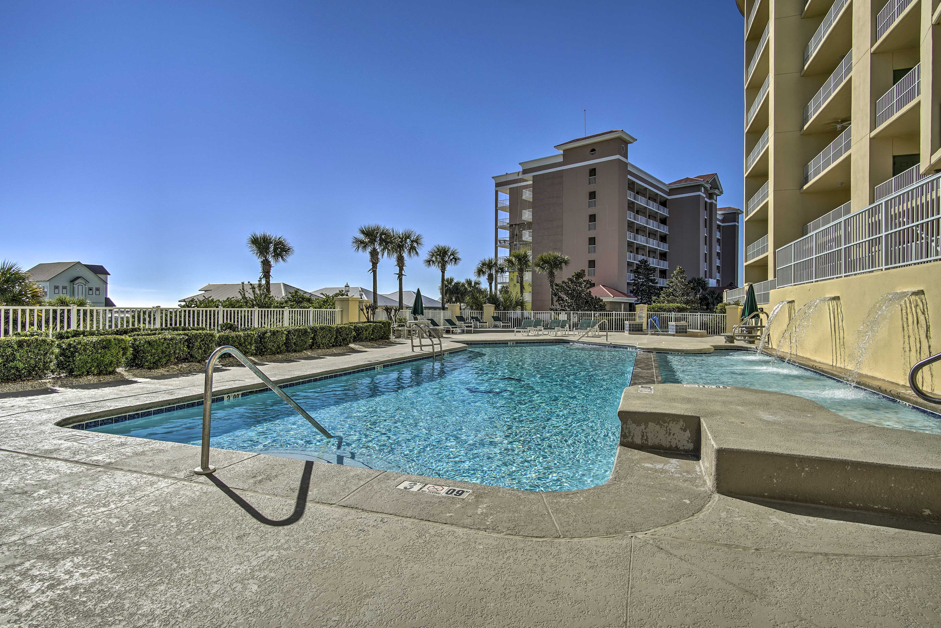 With top-notch community amenities, this Gulf Shores condo can't be beat!
