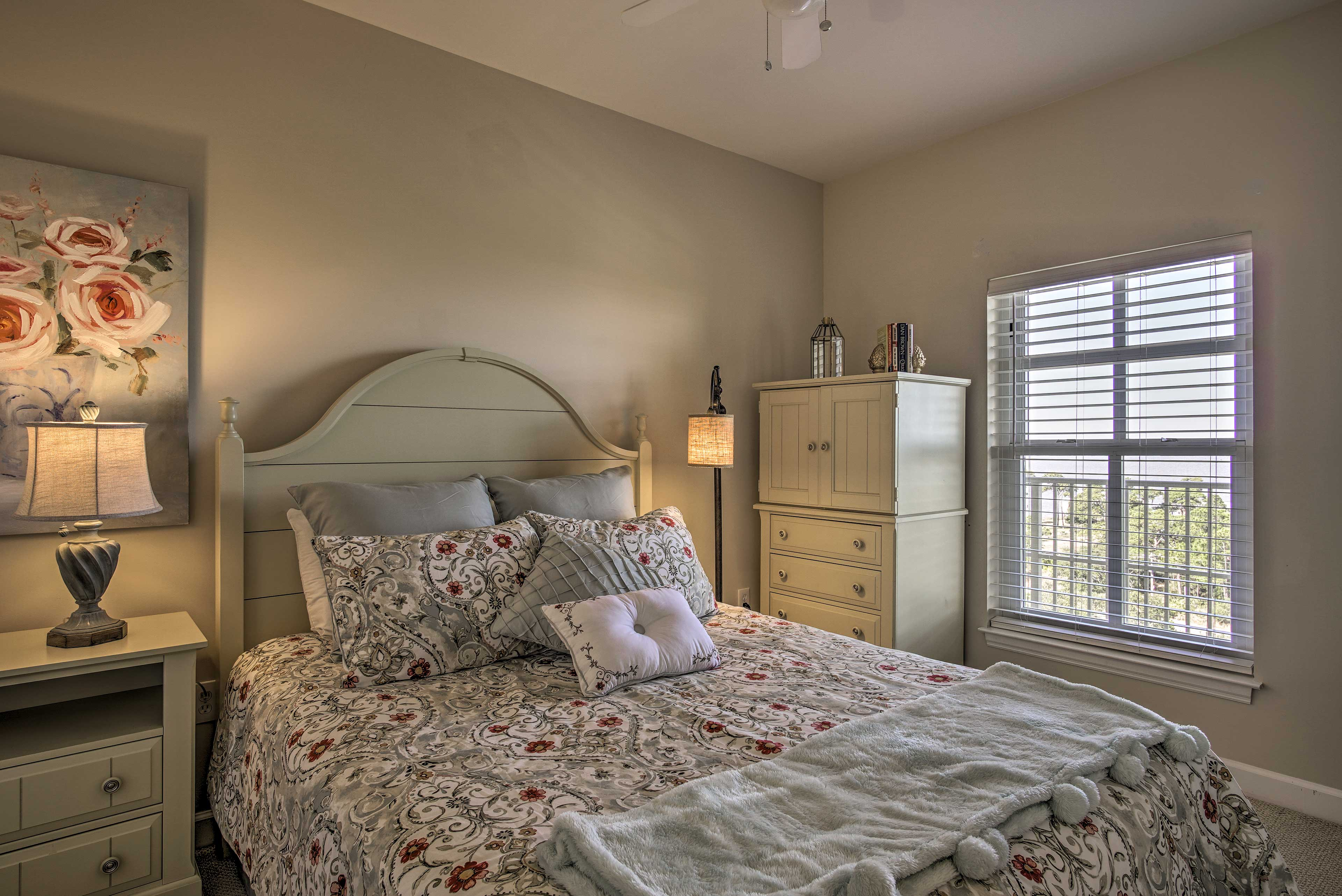 Drift to sleep in this cozy queen bed.