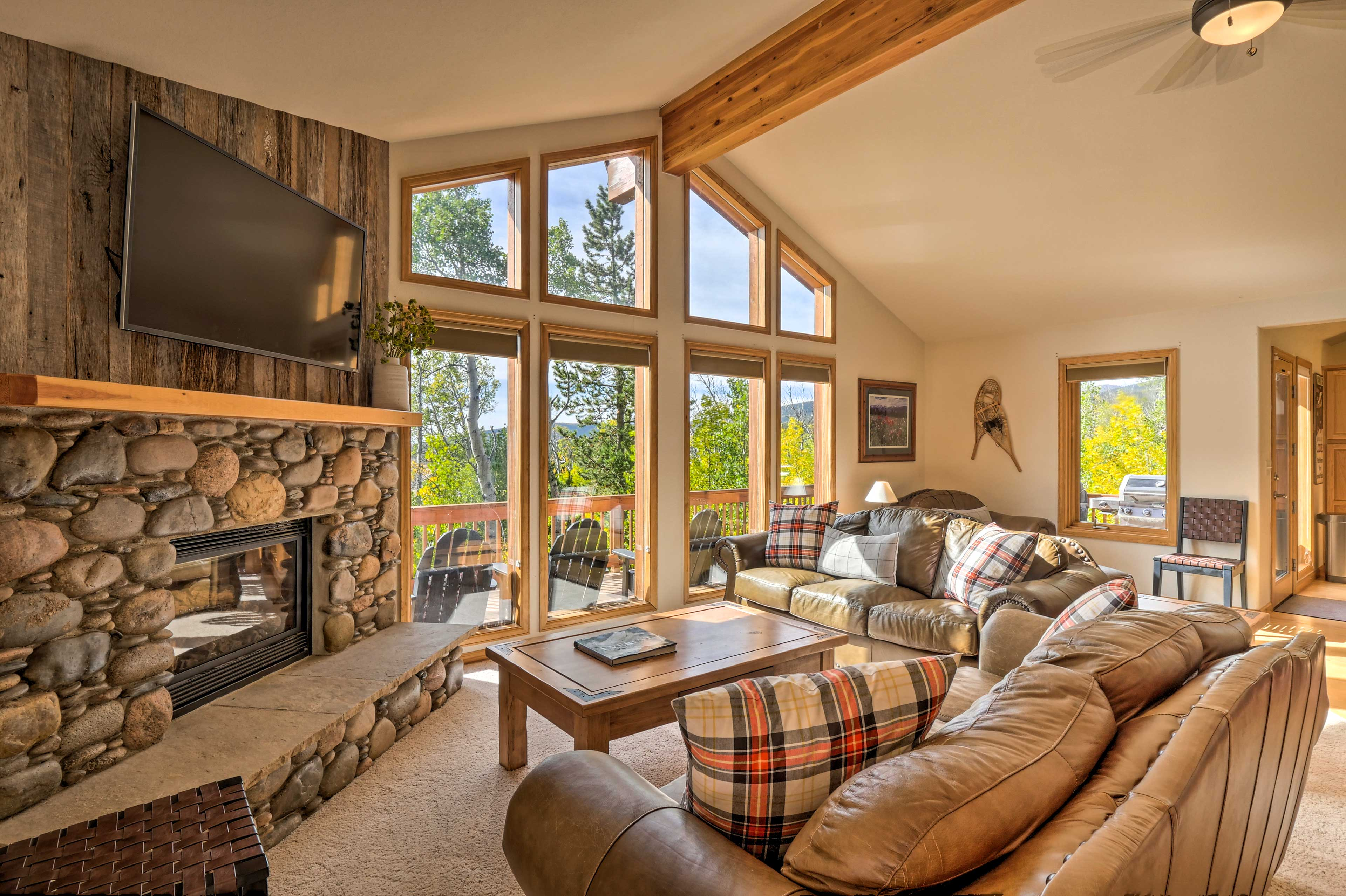 Enjoy a Rocky Mountain retreat at this stunning 4-BR, 3-BA vacation rental!