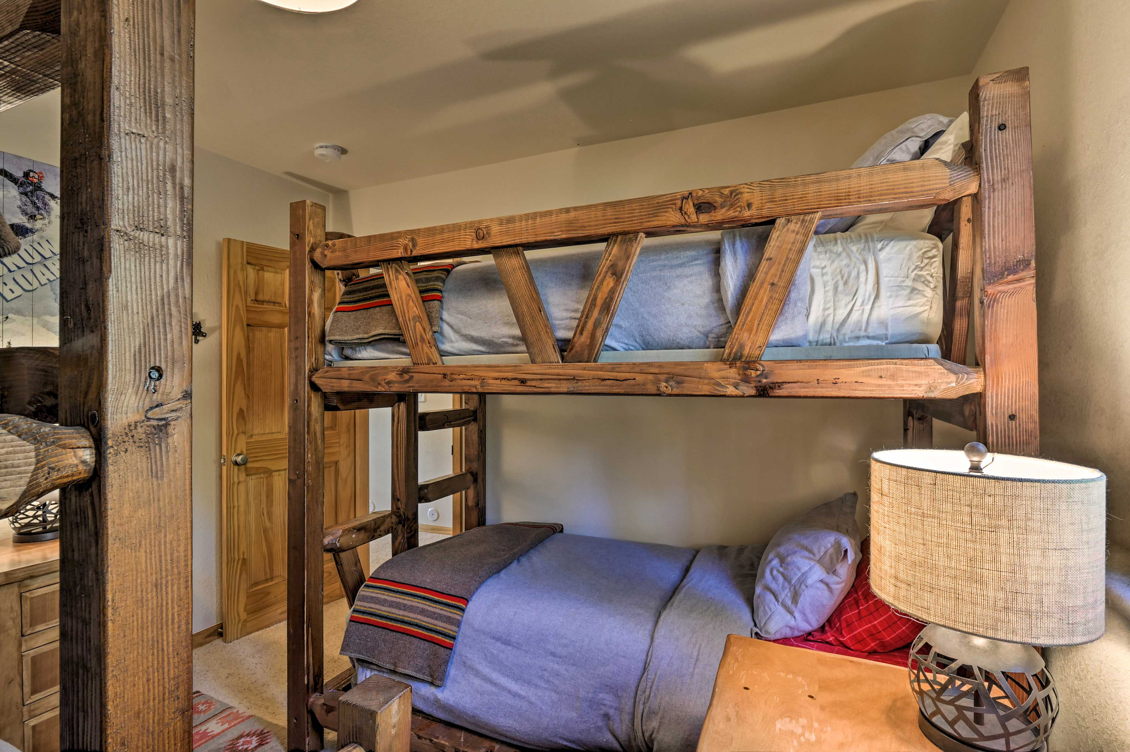 The final bedroom features twin-over-full and twin-over-twin bunk beds.