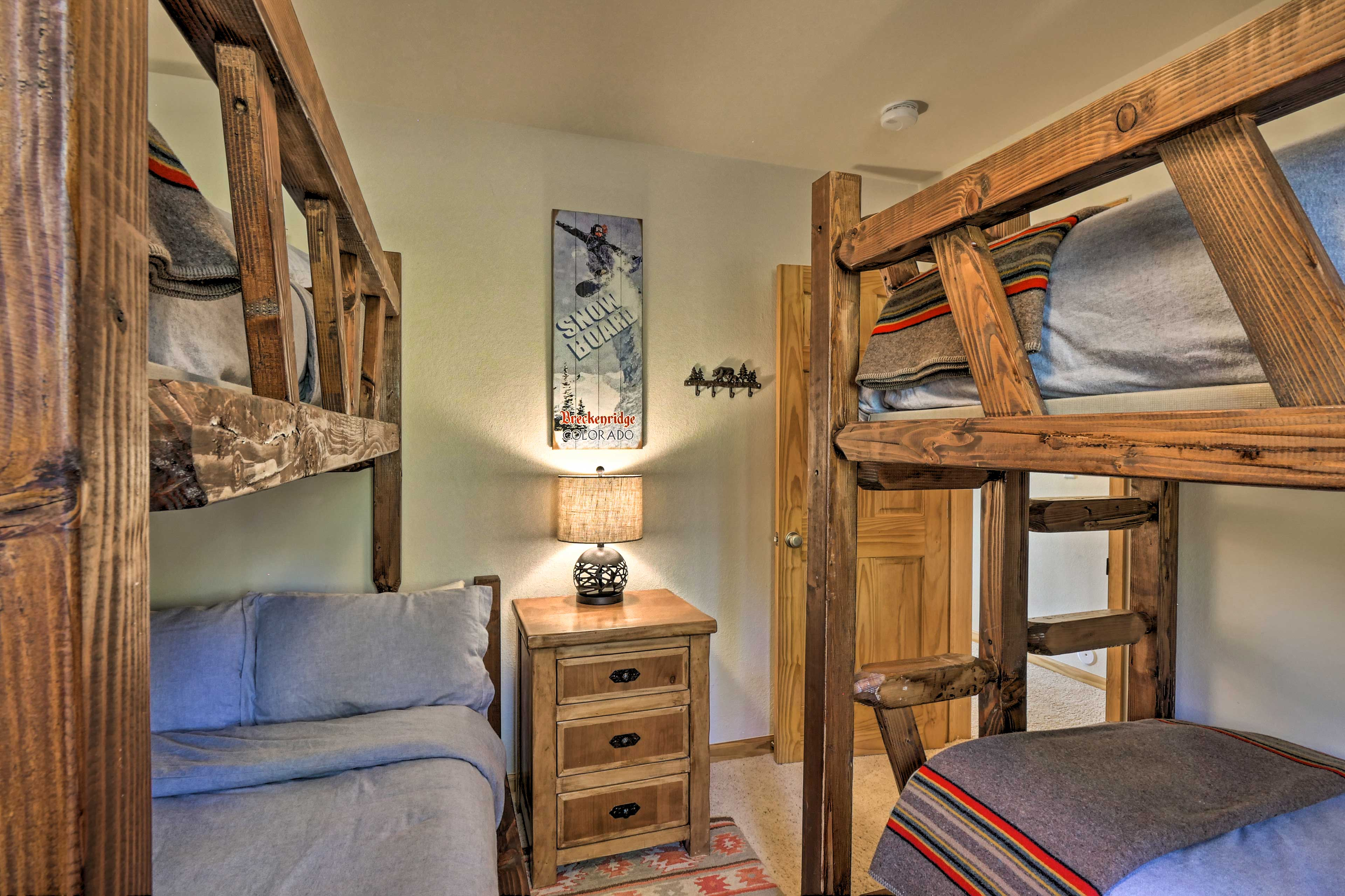 Five guests can sleep in this room.