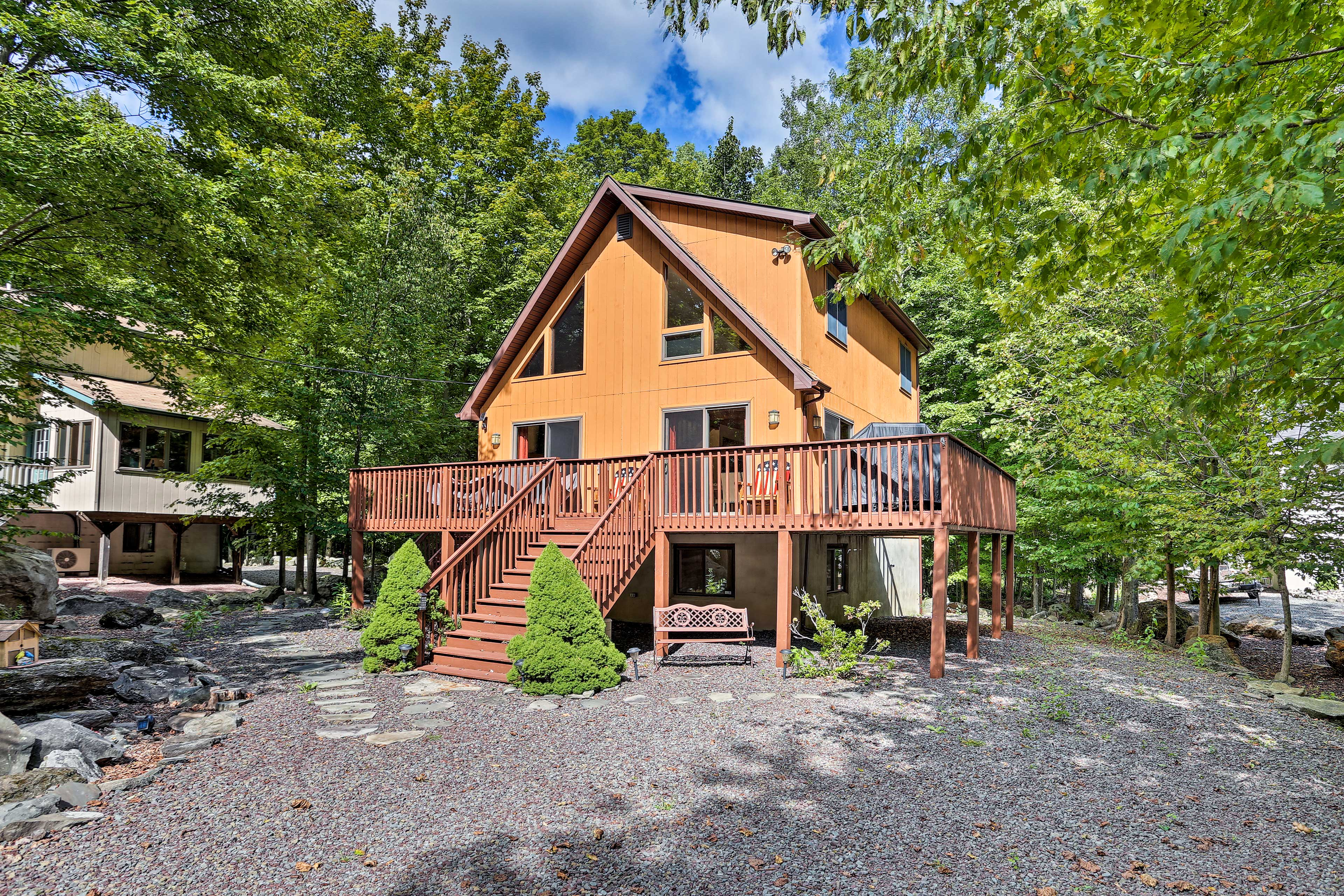 Bring the whole family to this Lake Ariel vacation rental!
