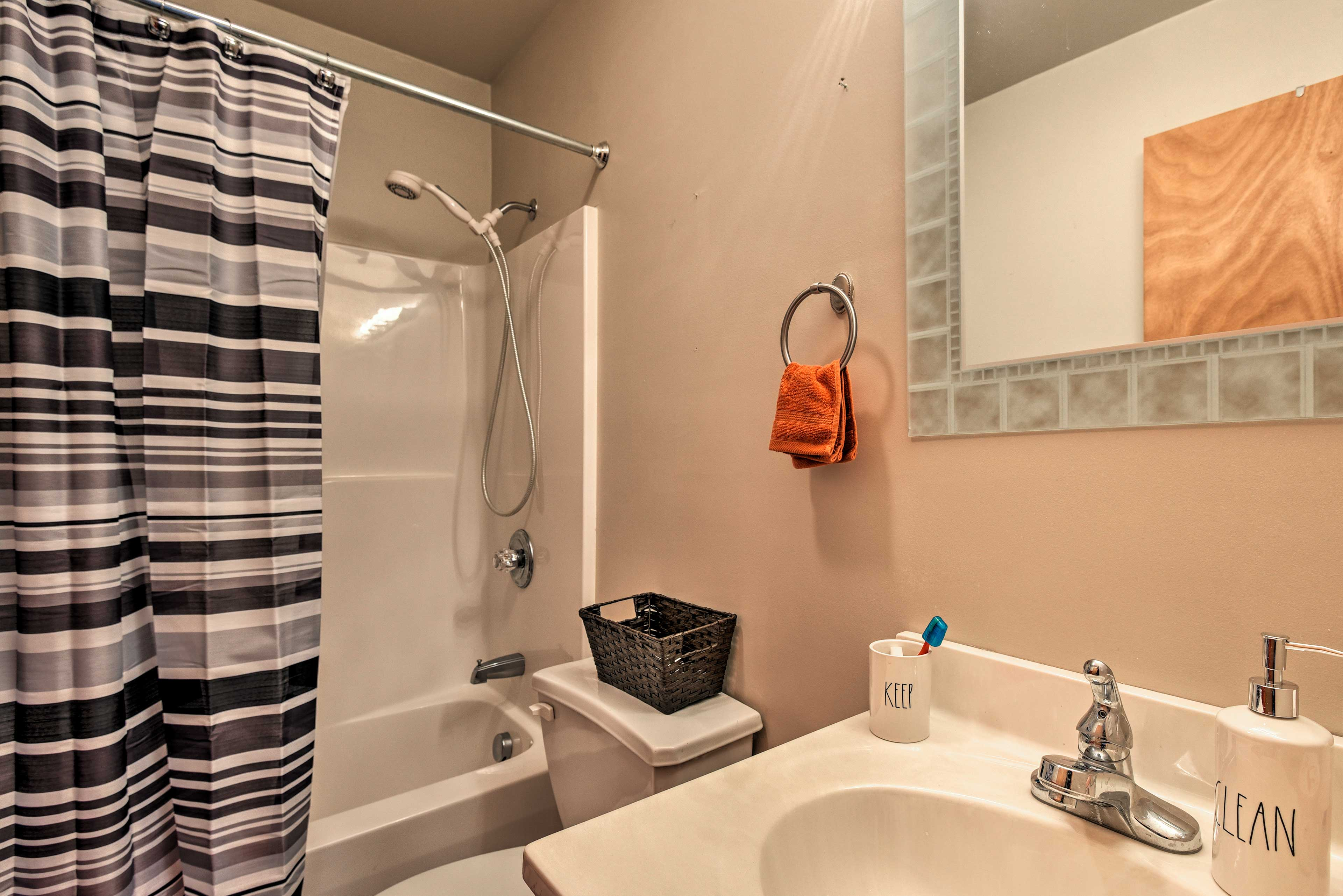 Use the shower/tub combo to wash up after a ski day.