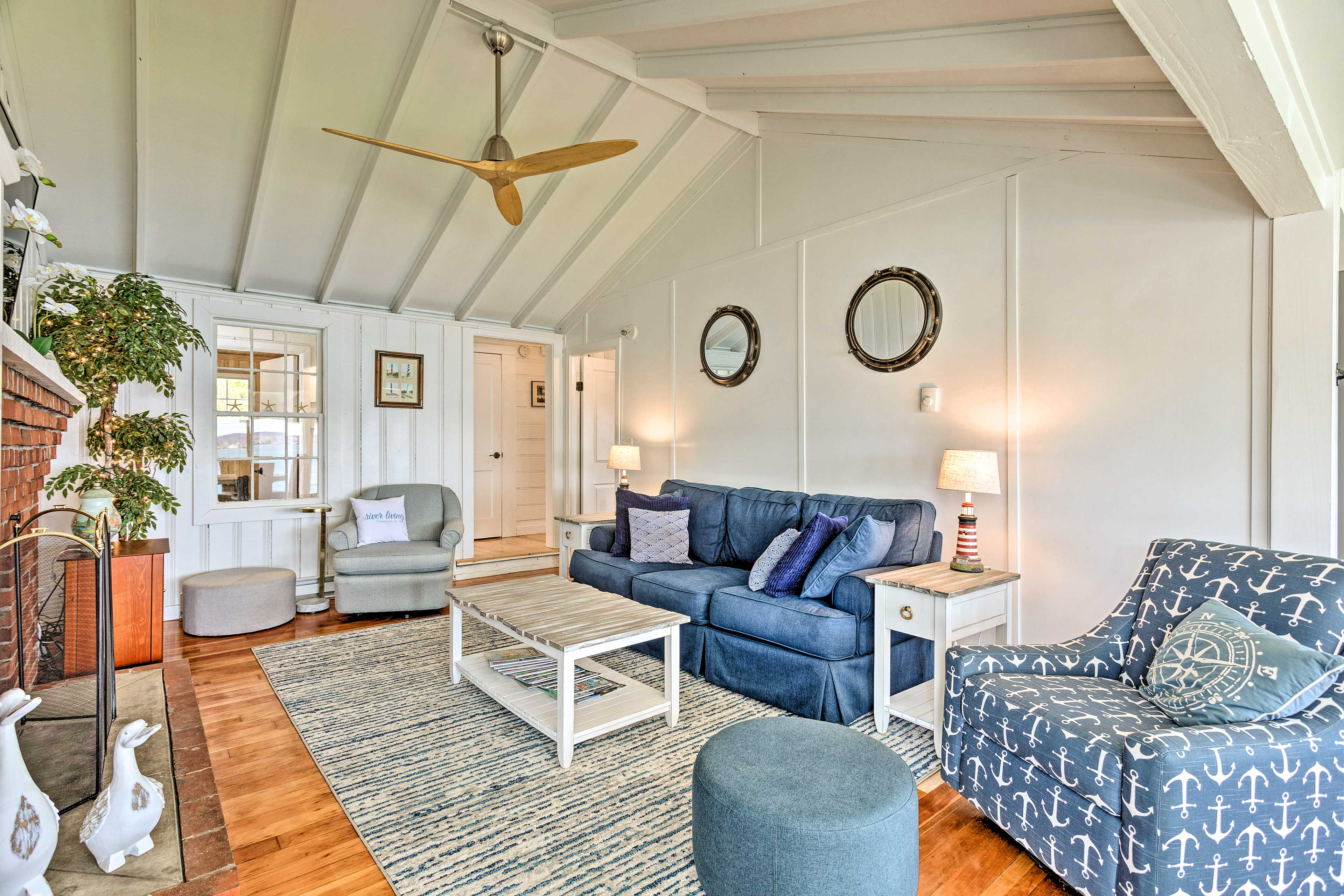Living Room   Free WiFi   Heating   Smart TV