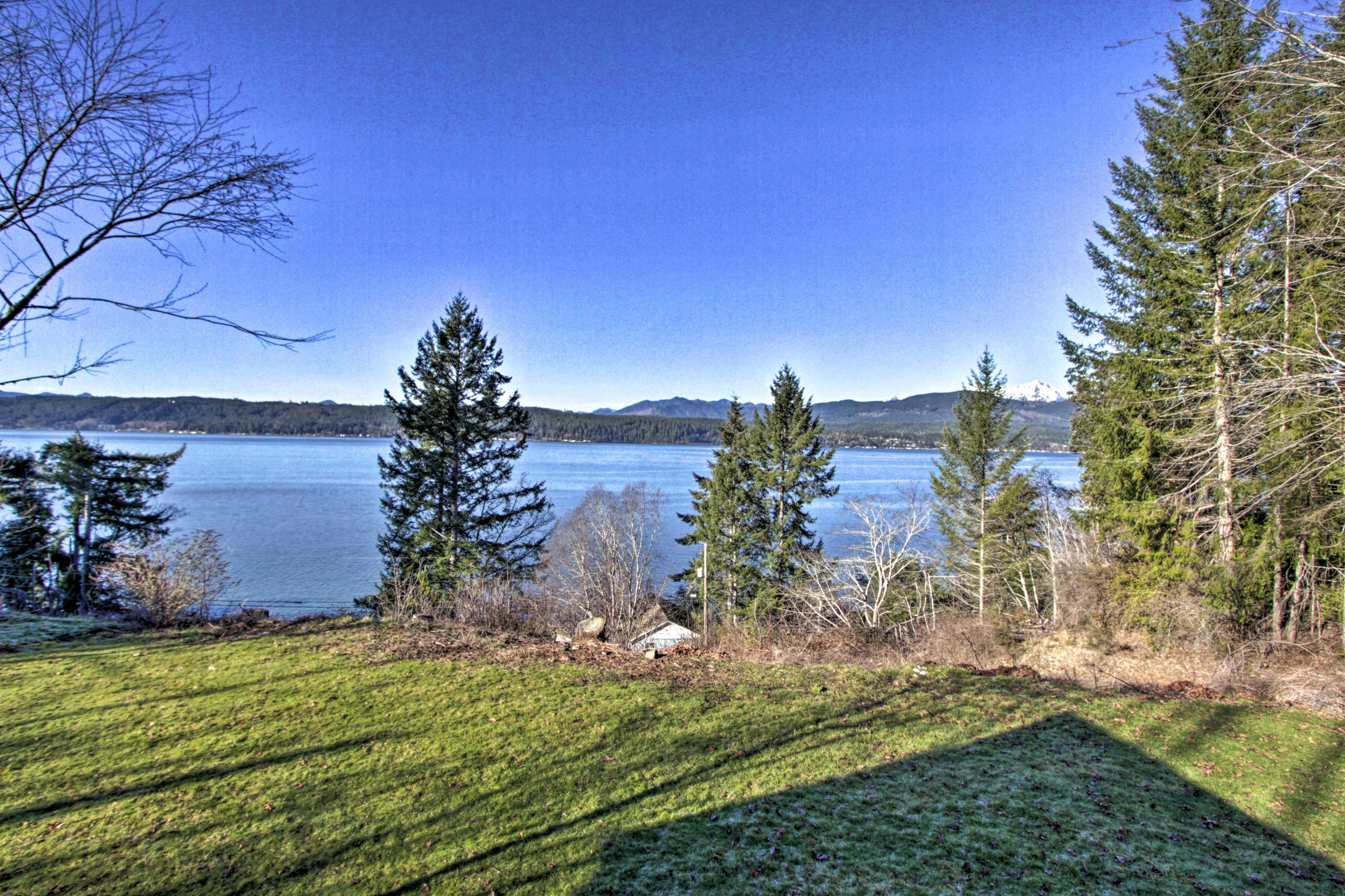Up to 6 guests can admire the views of the Olympic Mountains.
