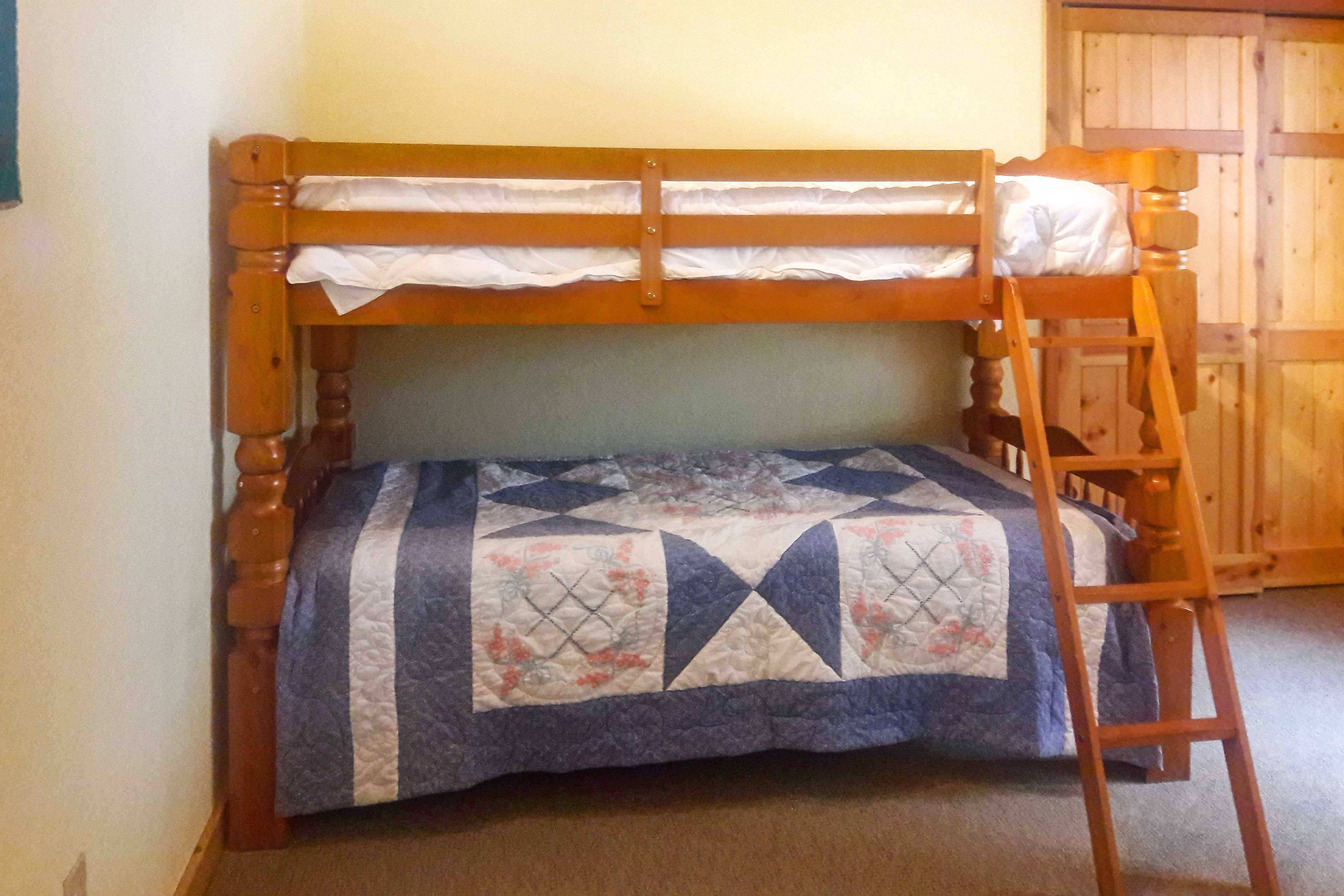 Who get top bunk?