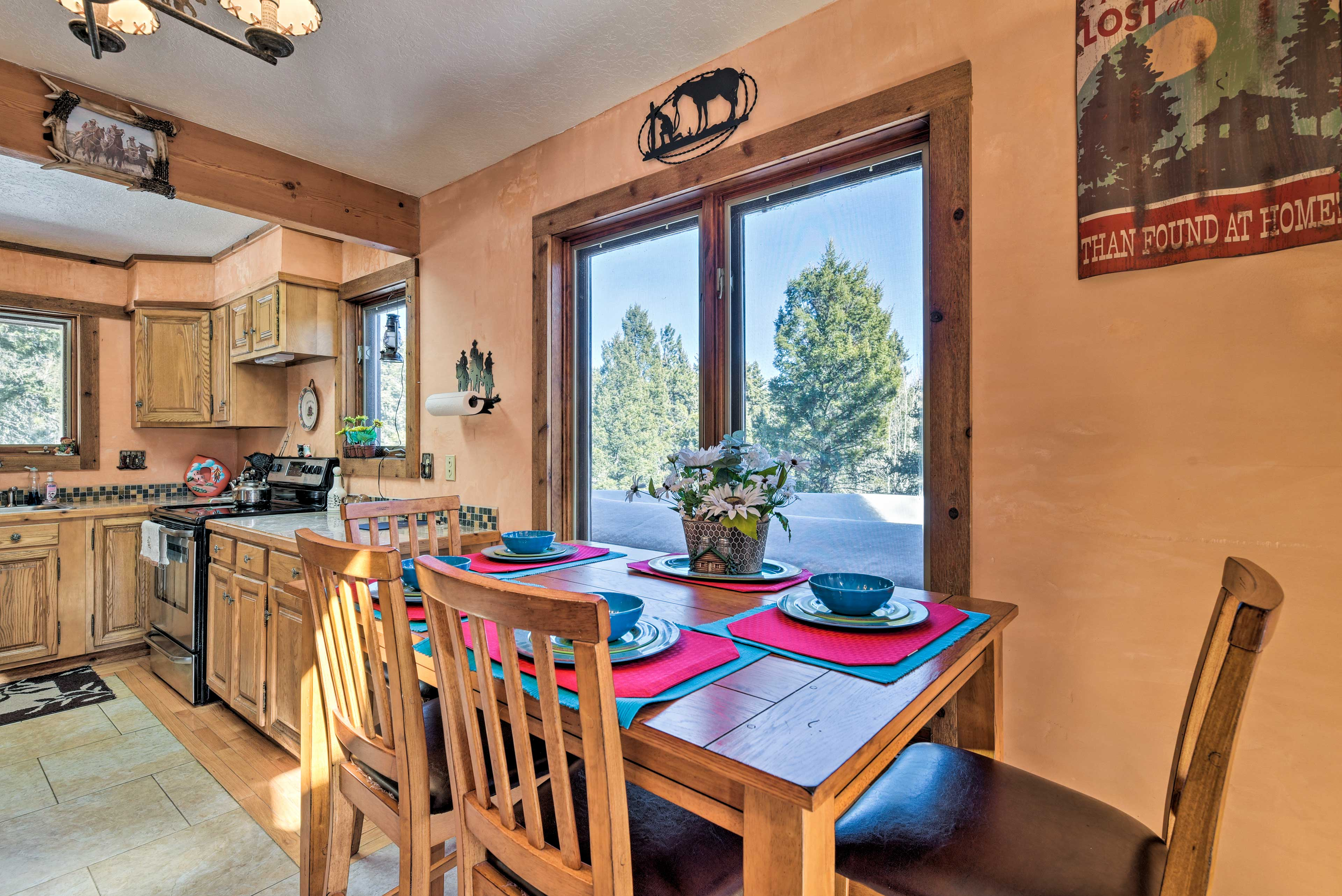 Eight guests can enjoy the comfort of this cozy cabin, 10 min. from the slopes!