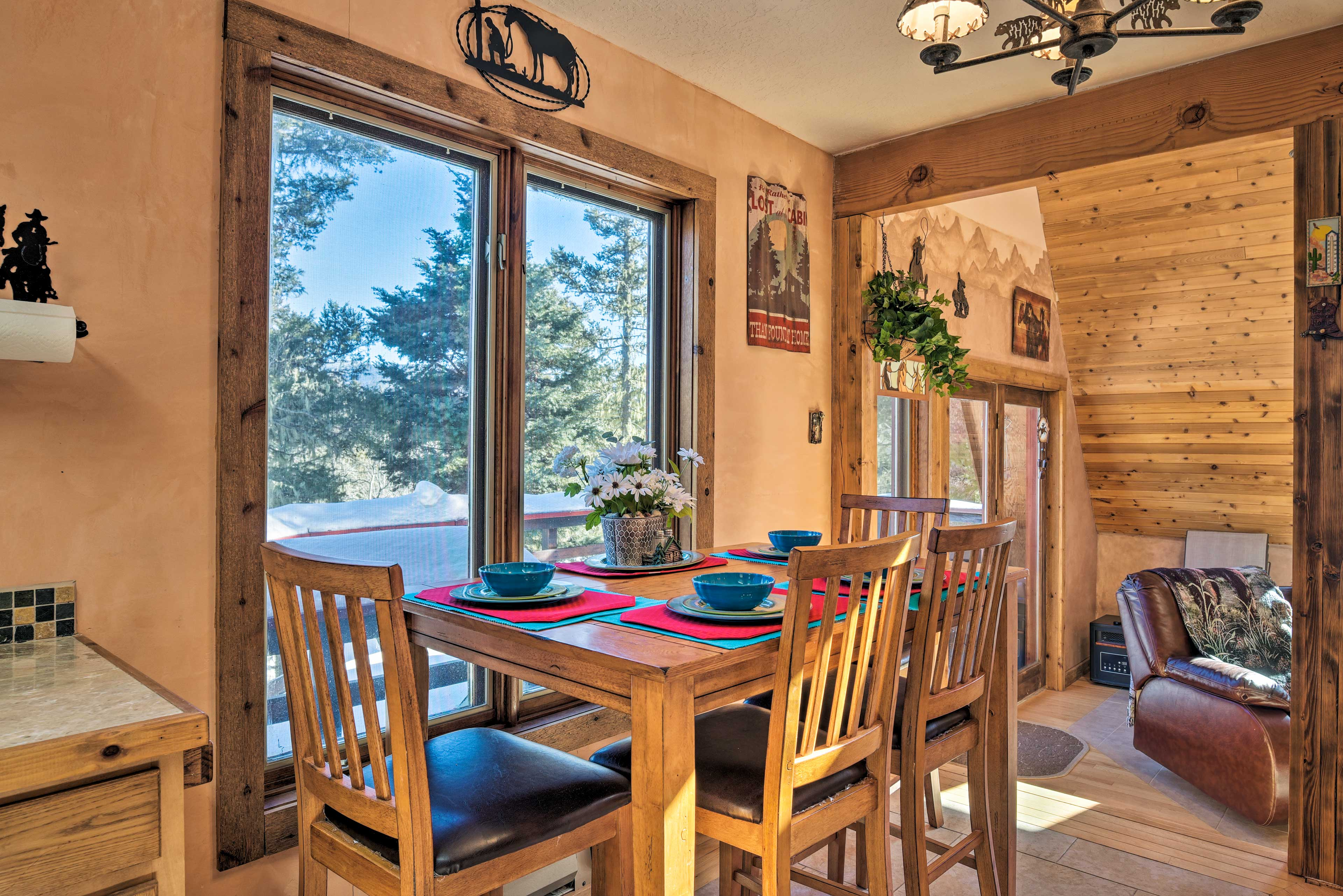 Pair your dinner with pine-tree views from this 4-seat kitchen table!