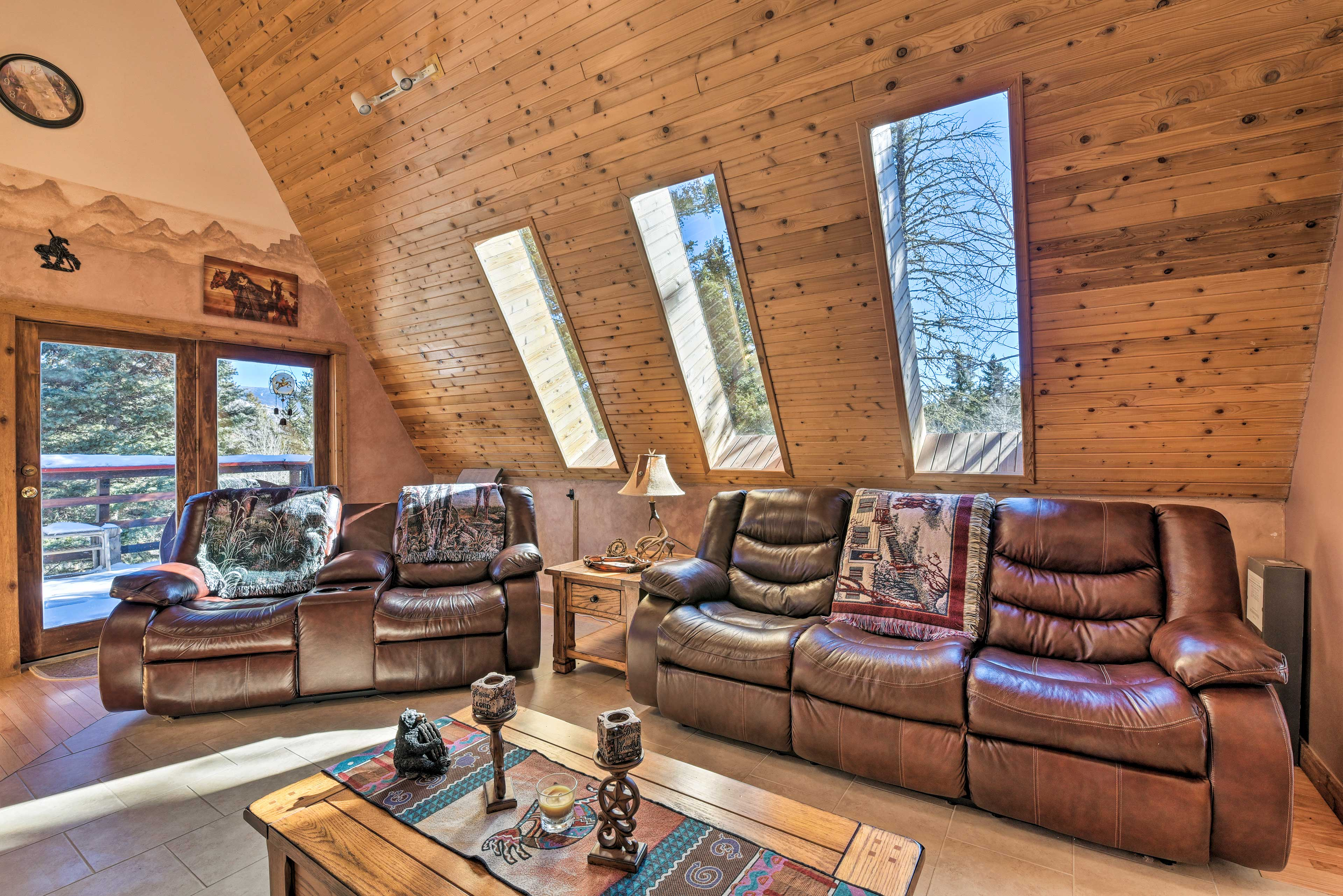Excitement and relaxation meet at this 2-BR+loft, 1.5-bath Angel Fire cabin!