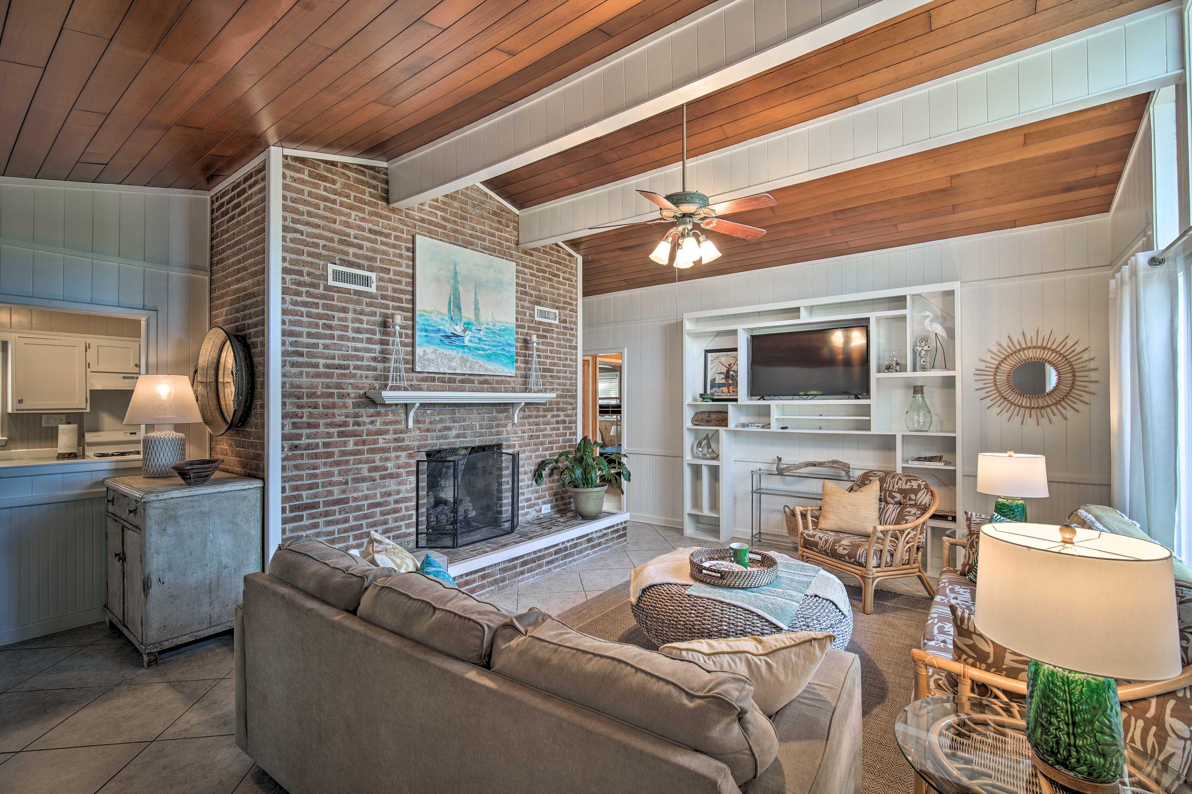 Elberta Vacation Rental   2BR   1BA   1,044 Sq Ft   Single-Story Home