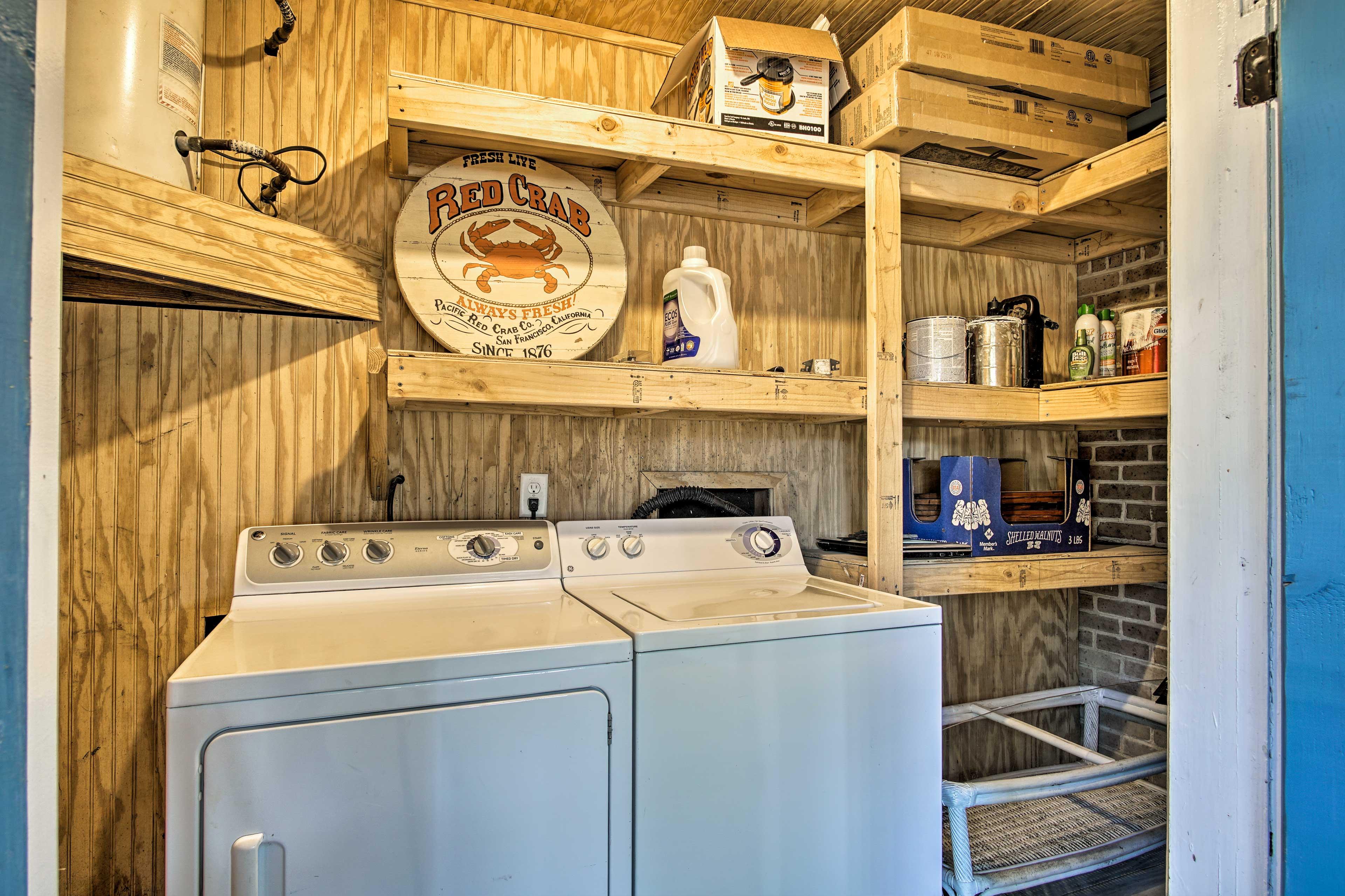 Laundry Room   Full-Sized Washer/Dryer