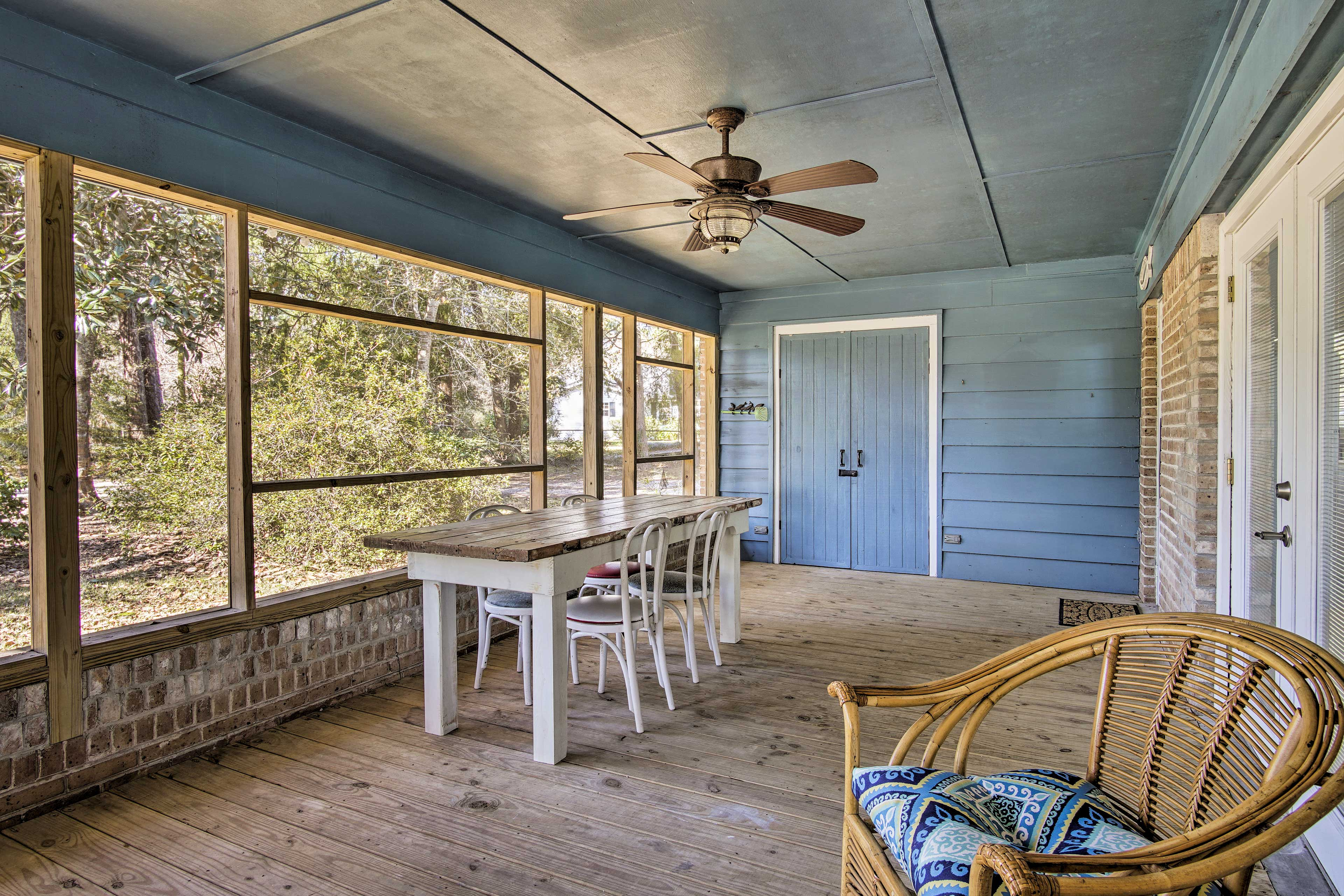 Screened-In Porch   Dining Area