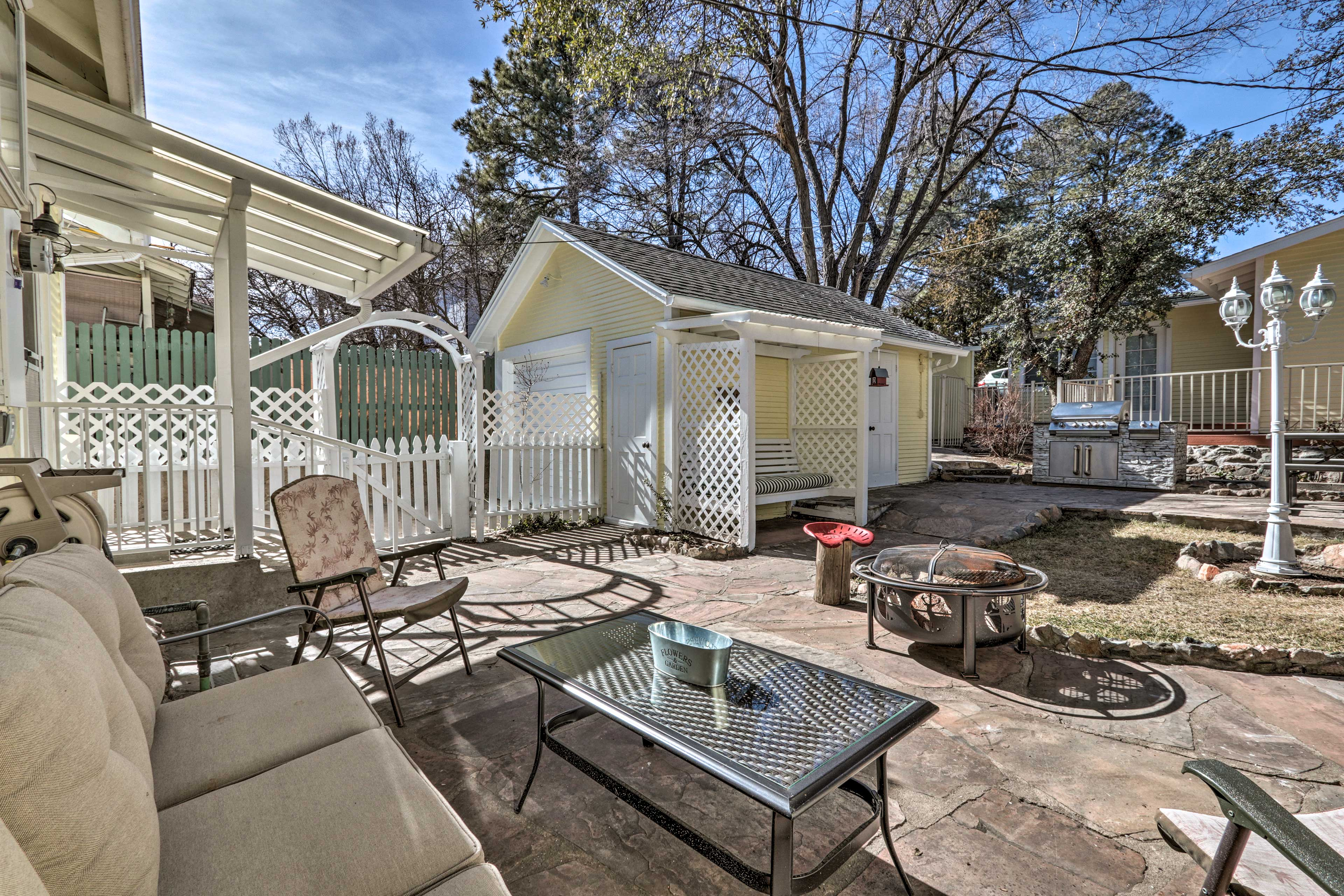 This unit sleeps 4 guests and has an expansive backyard entertainment area!