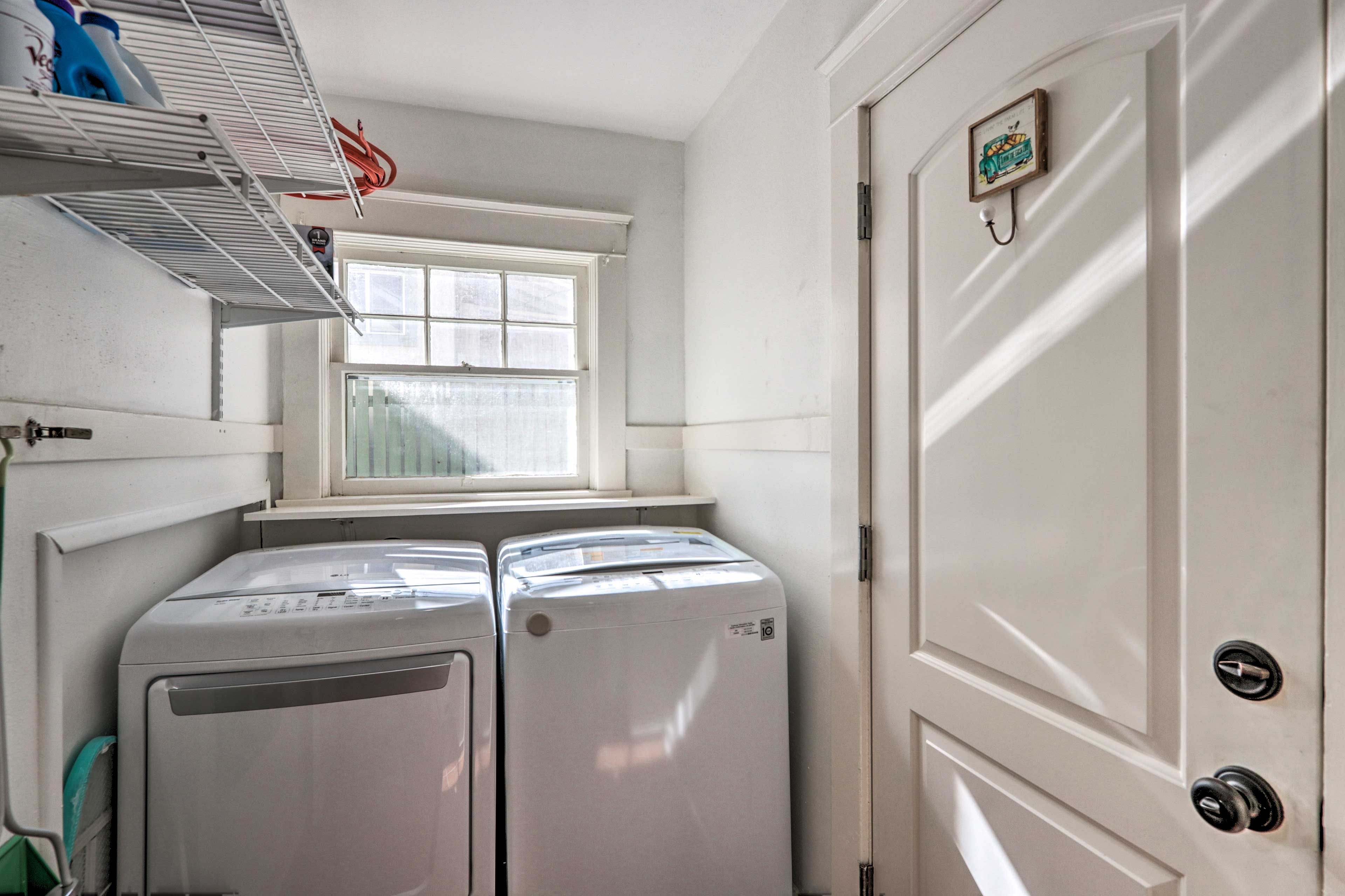 In-unit laundry machines makes washing your clothes easy!