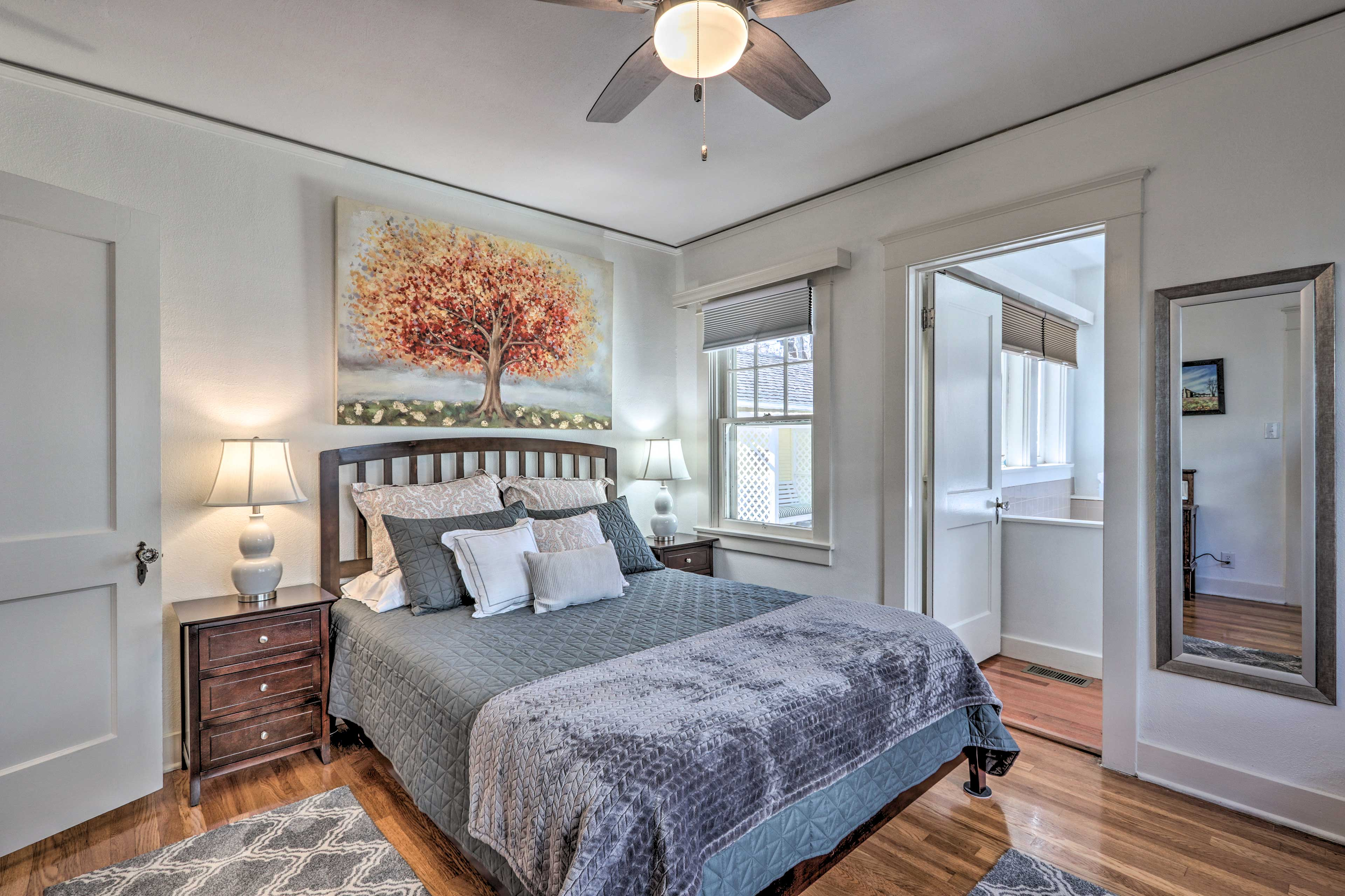 Sink into the queen bed in the master bedroom.