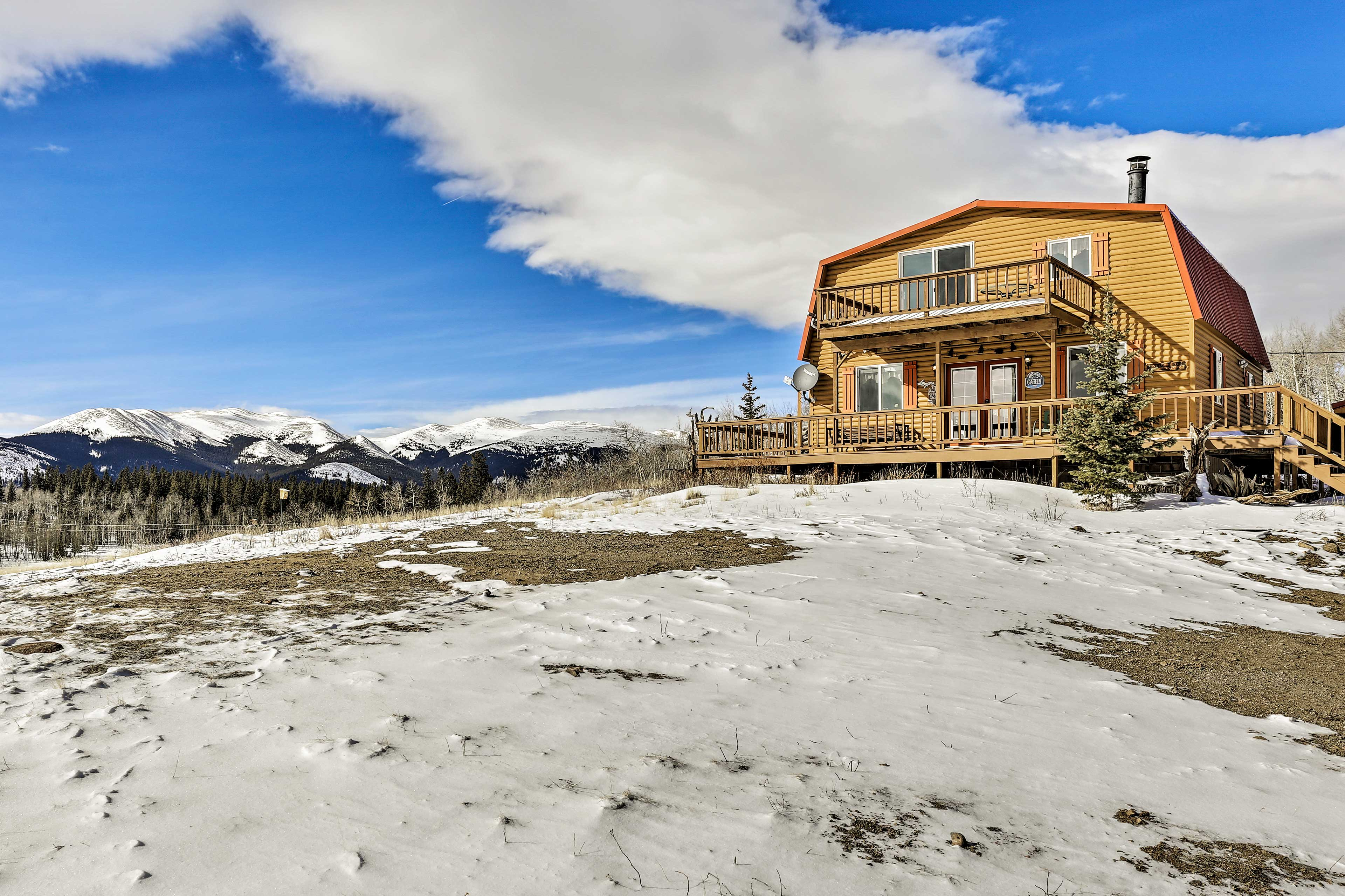 This vacation rental cabin has beautiful mountain views.