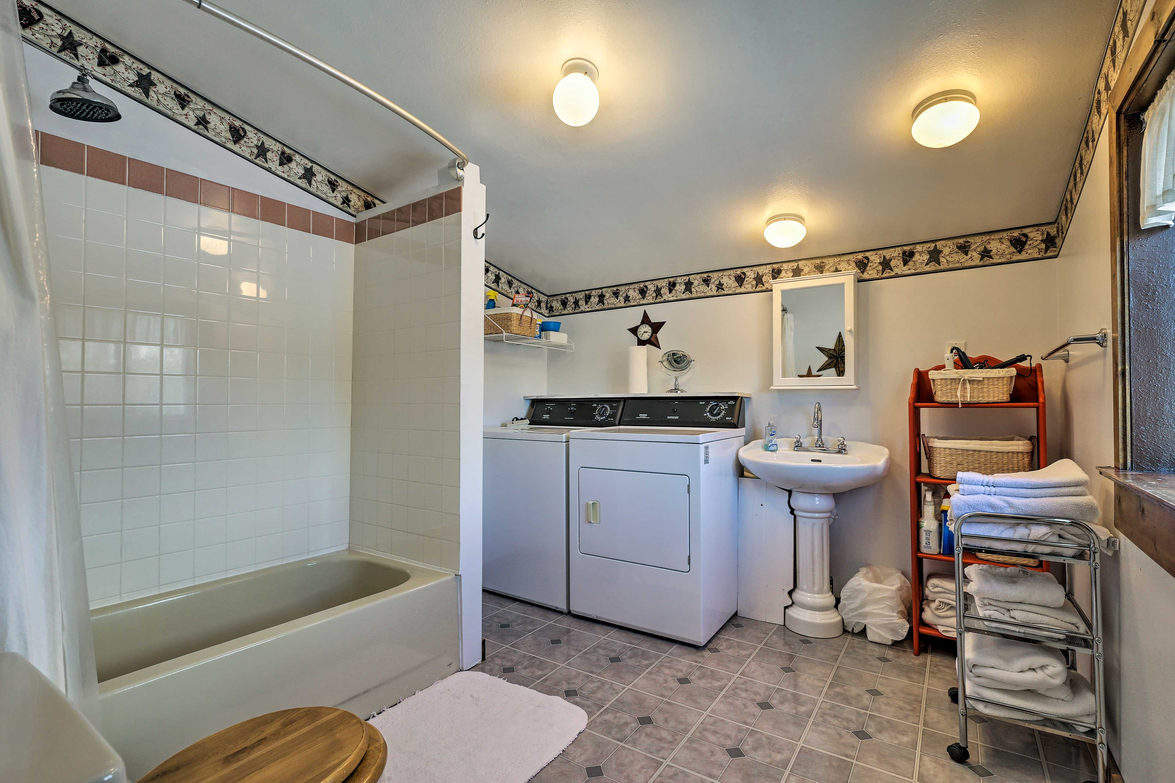 The bathroom has a shower/tub combo and in-unit laundry machines.
