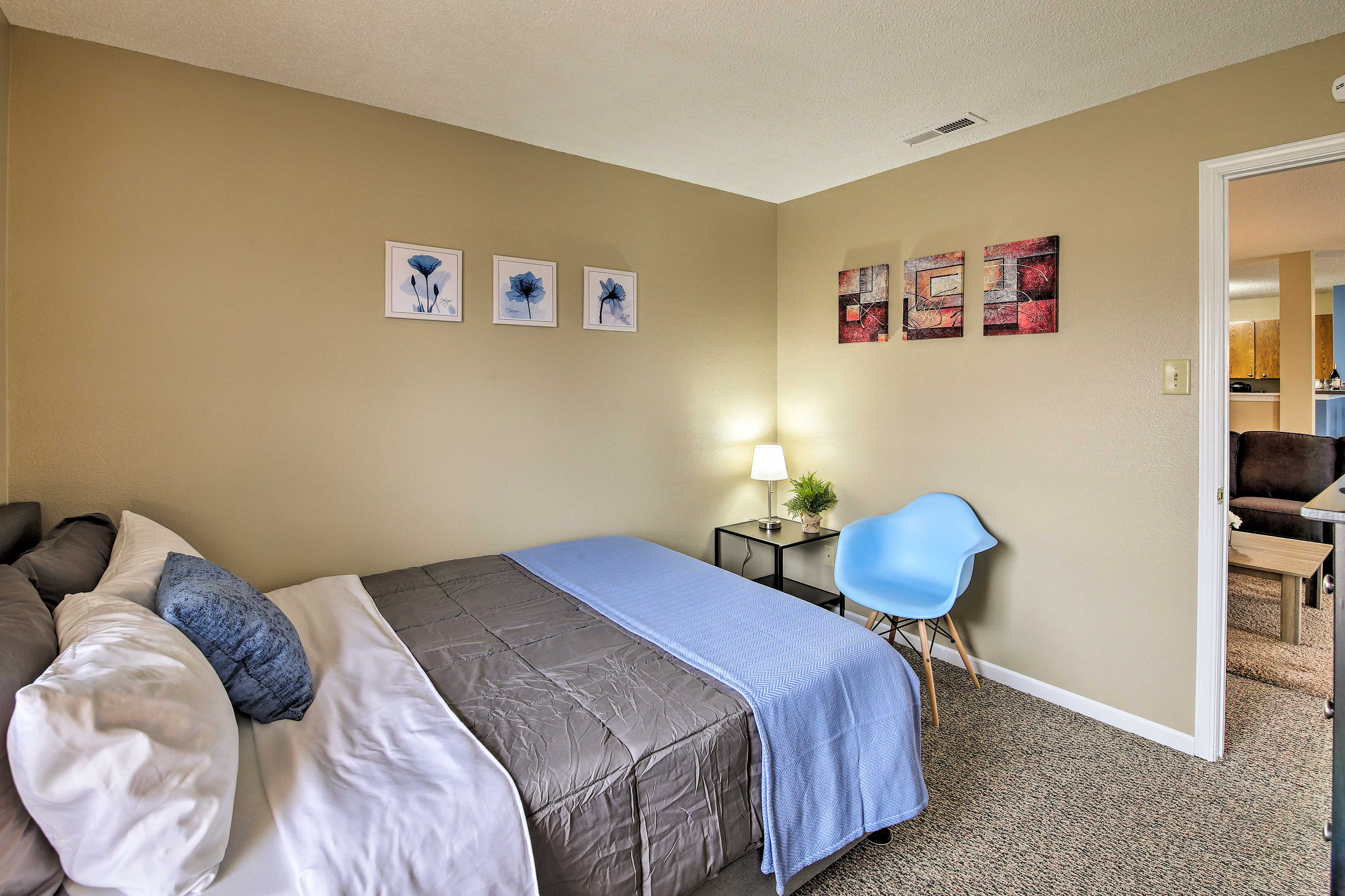 Two guests can comfortably stay in this room.