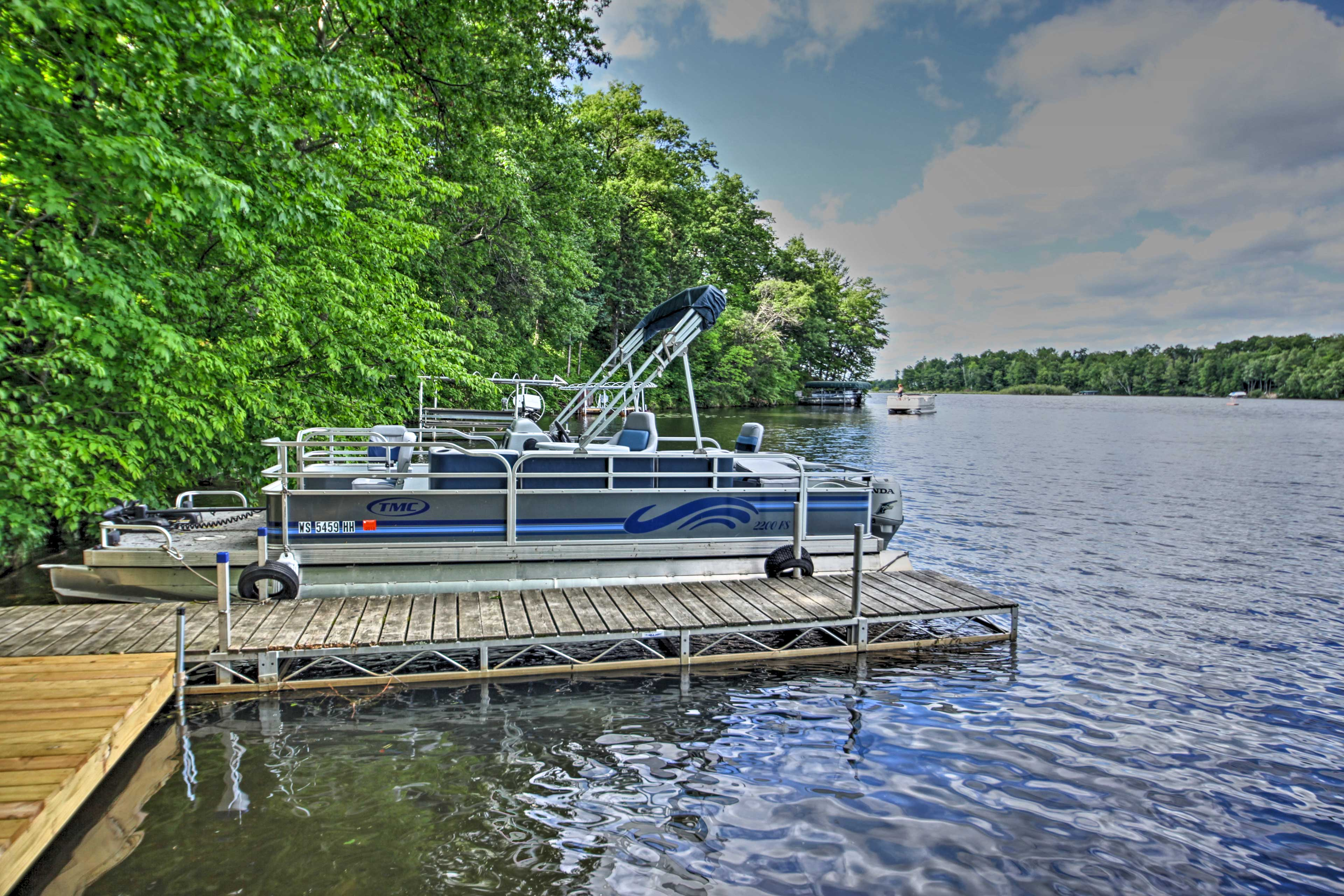 There are 2 fishing pontoons available to rent prior to arrival.