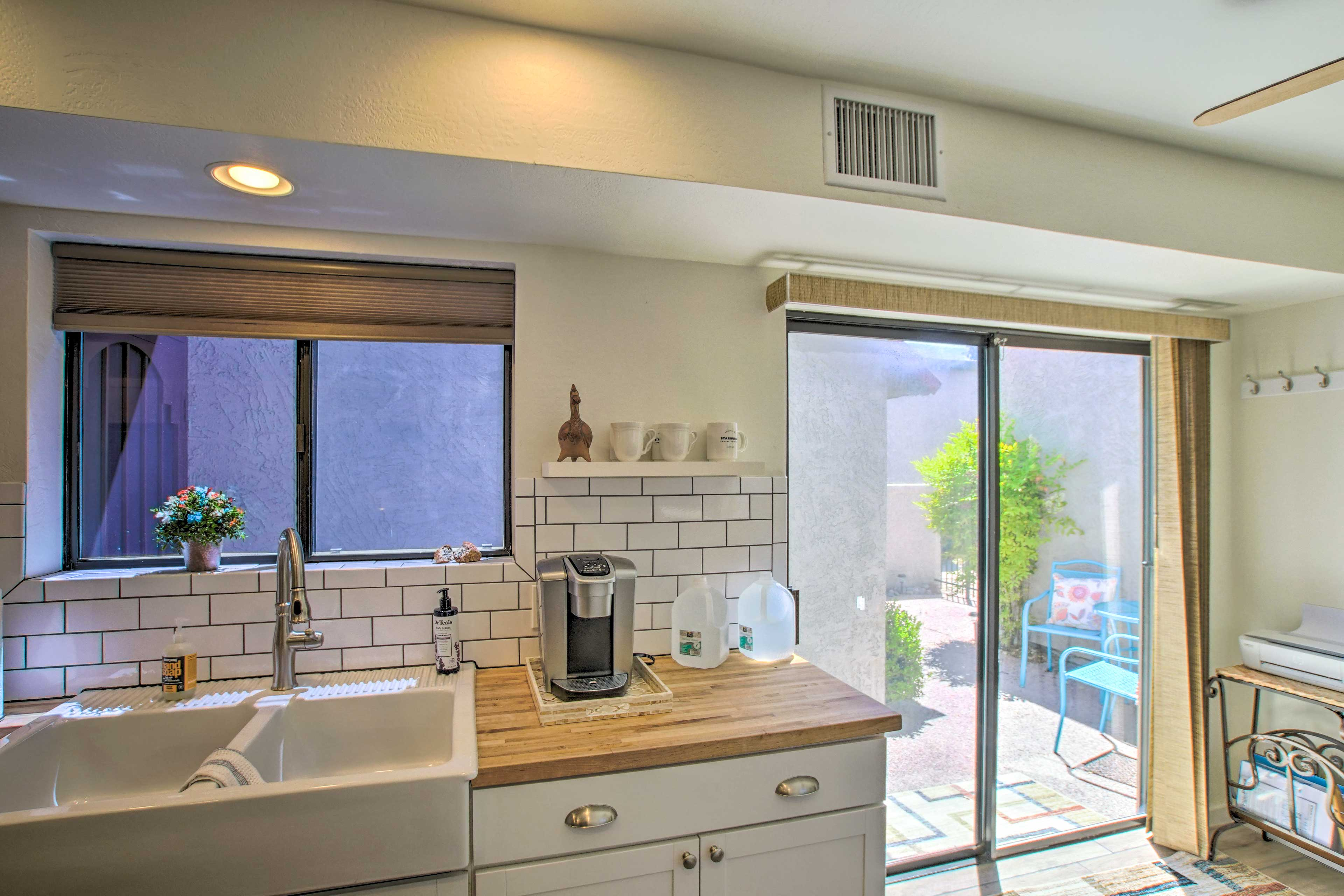 Stainless steel appliances and built-in seating complete the kitchen!