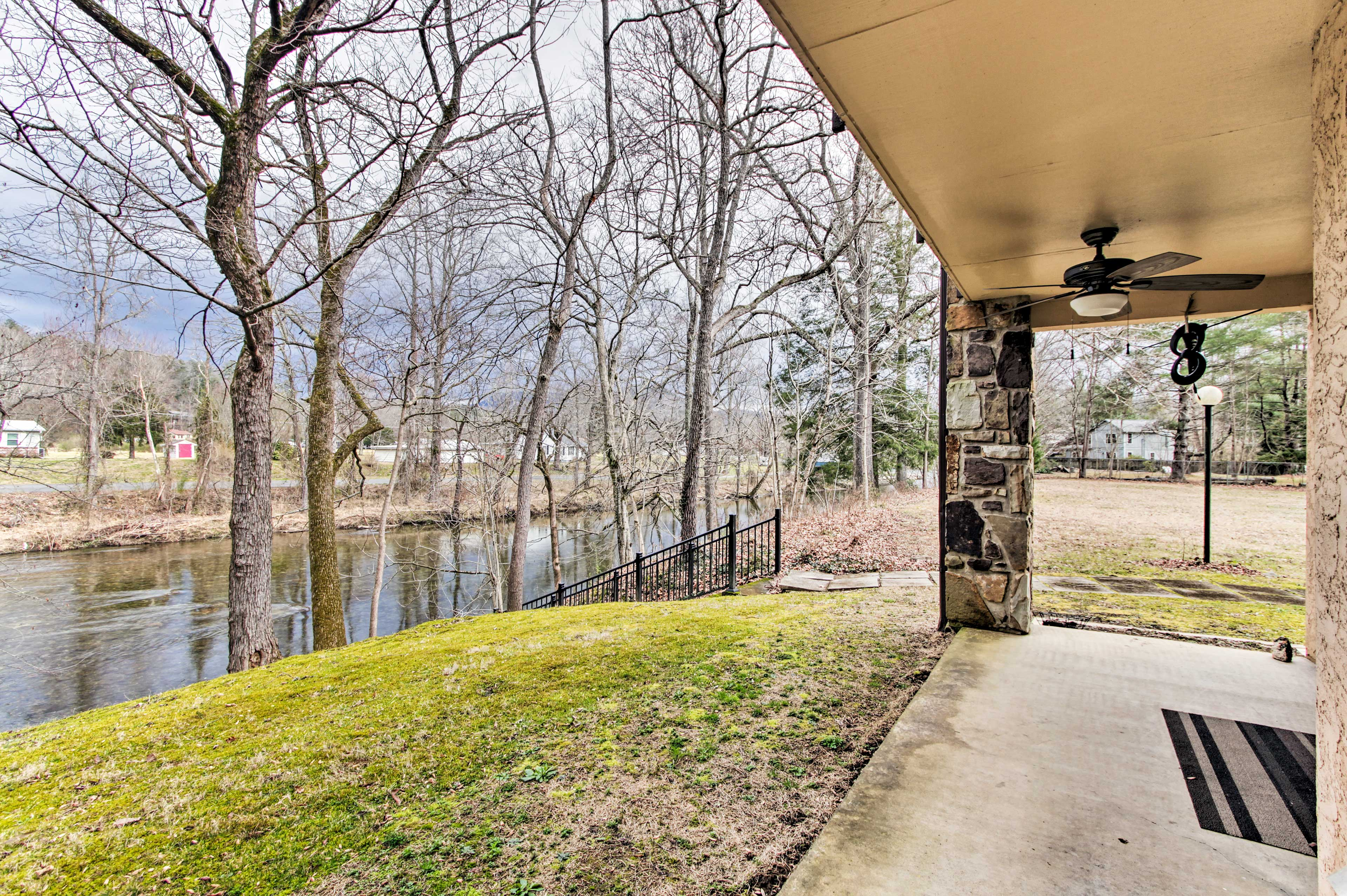 This riverfront unit boasts 2 bedrooms, 2 baths, and room for 6 guests.