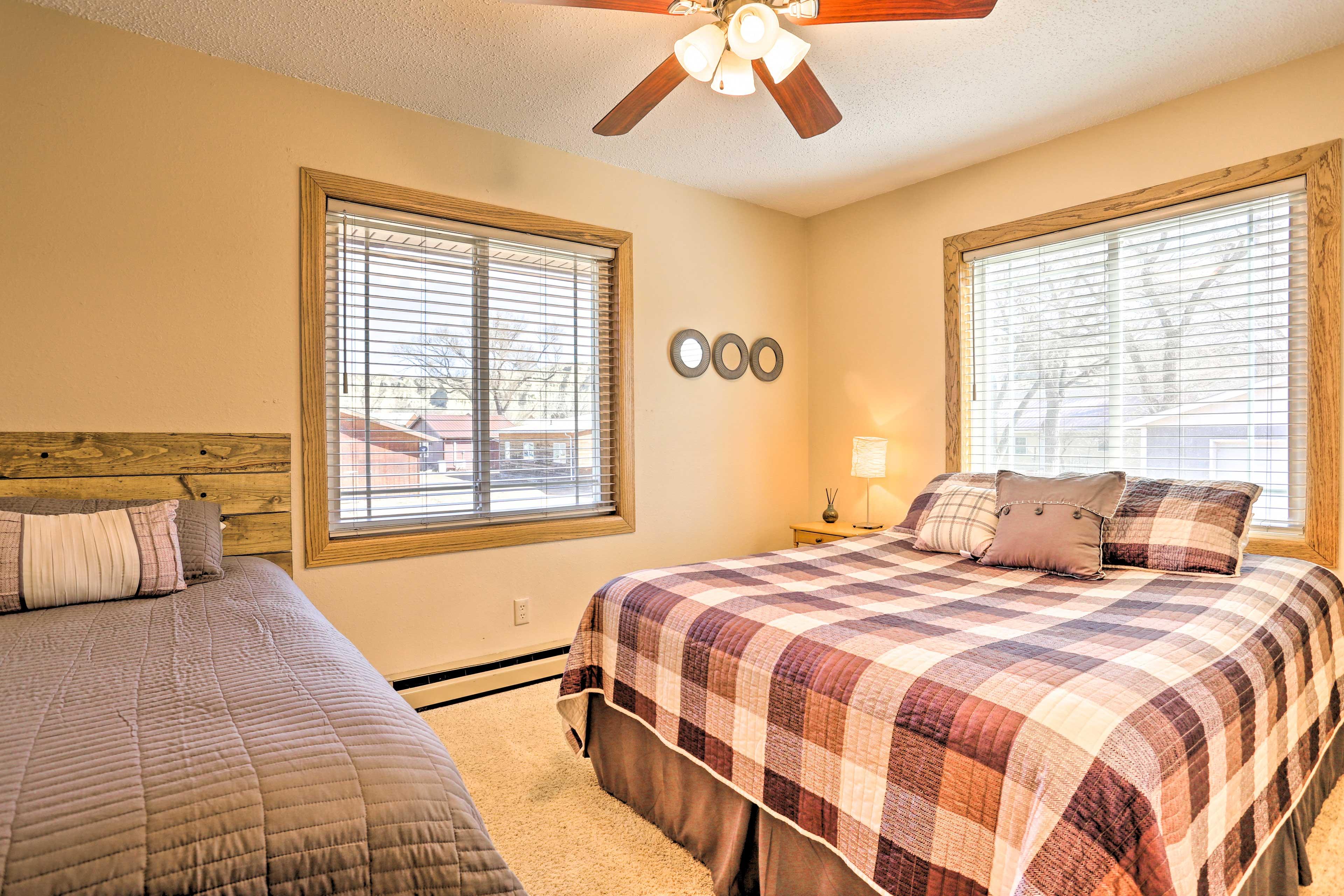 Bedroom 2 | Queen Bed | Twin Bed