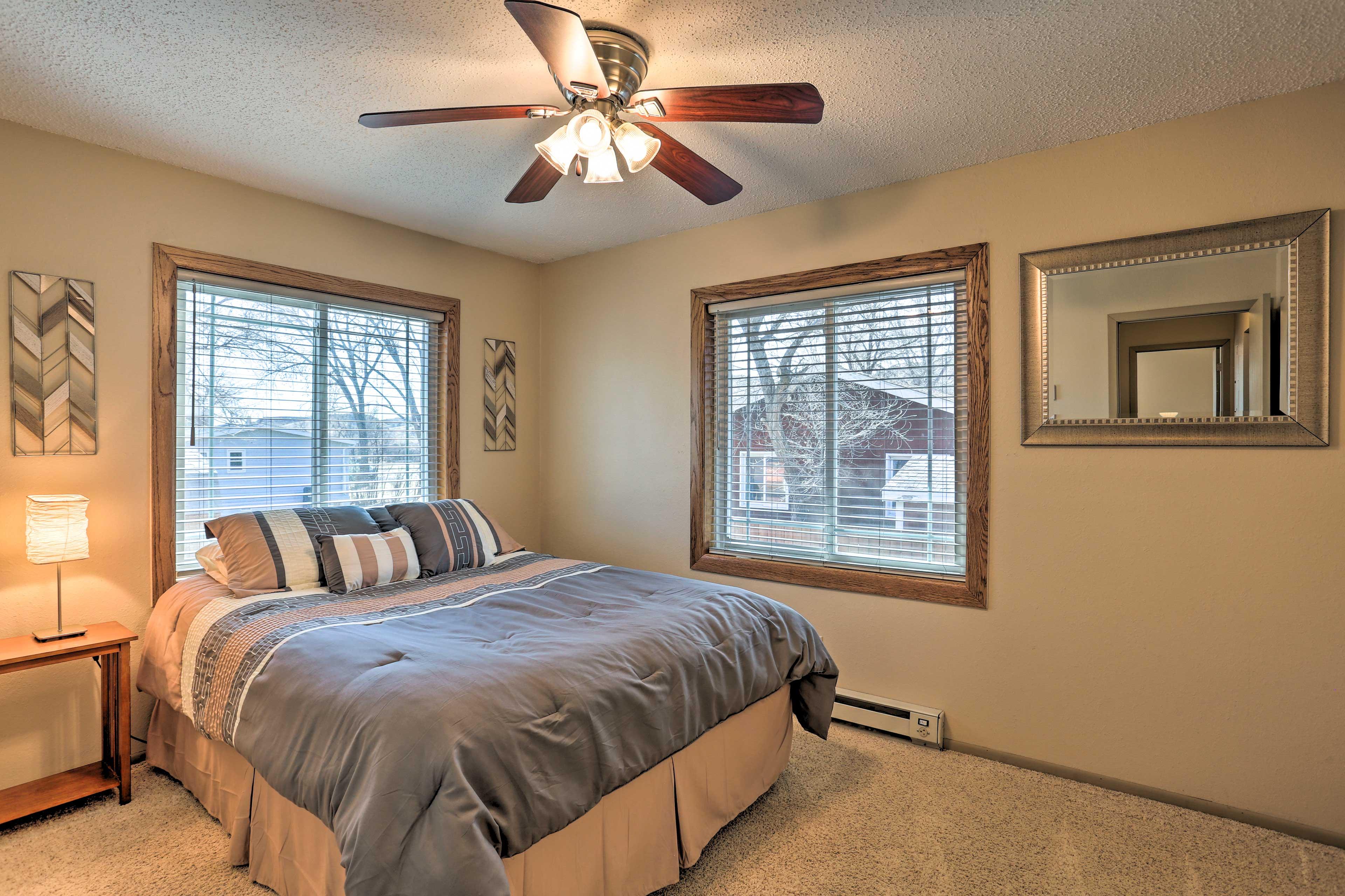 Bedroom 1 | Queen Bed
