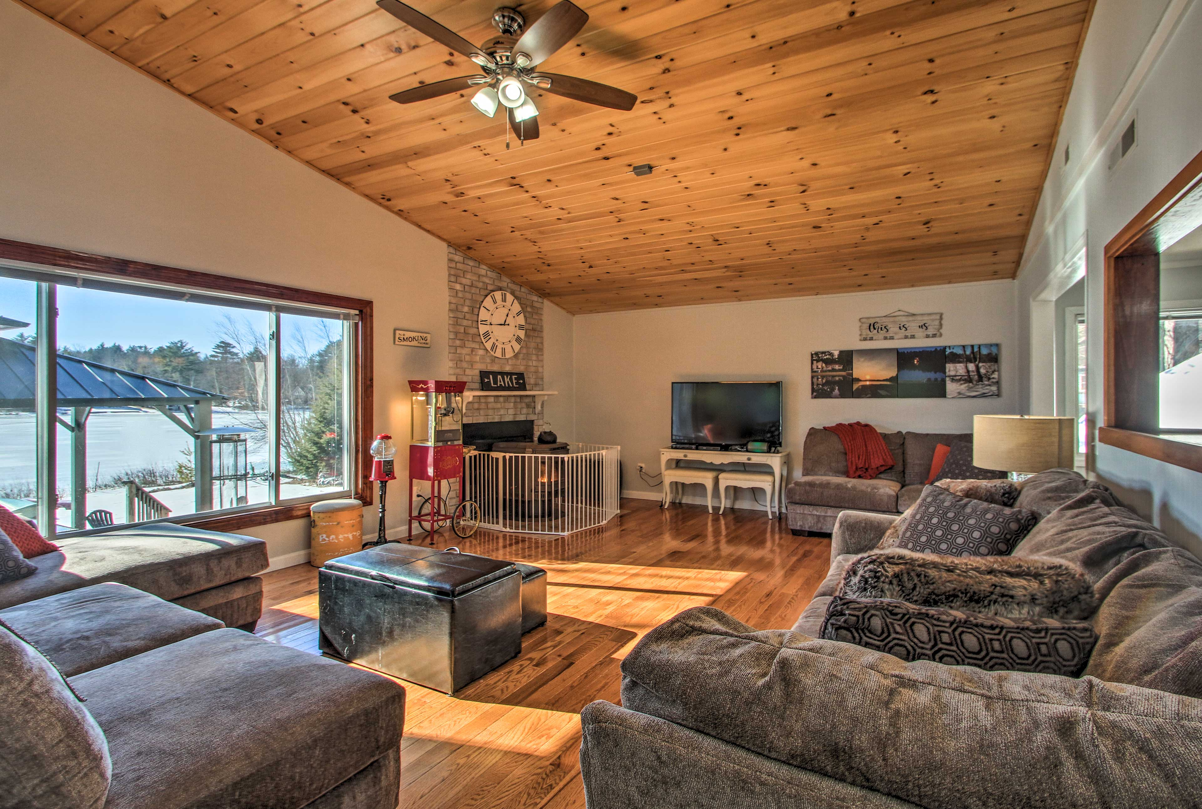 Relax on the cozy couches while enjoying the stunning lake view!
