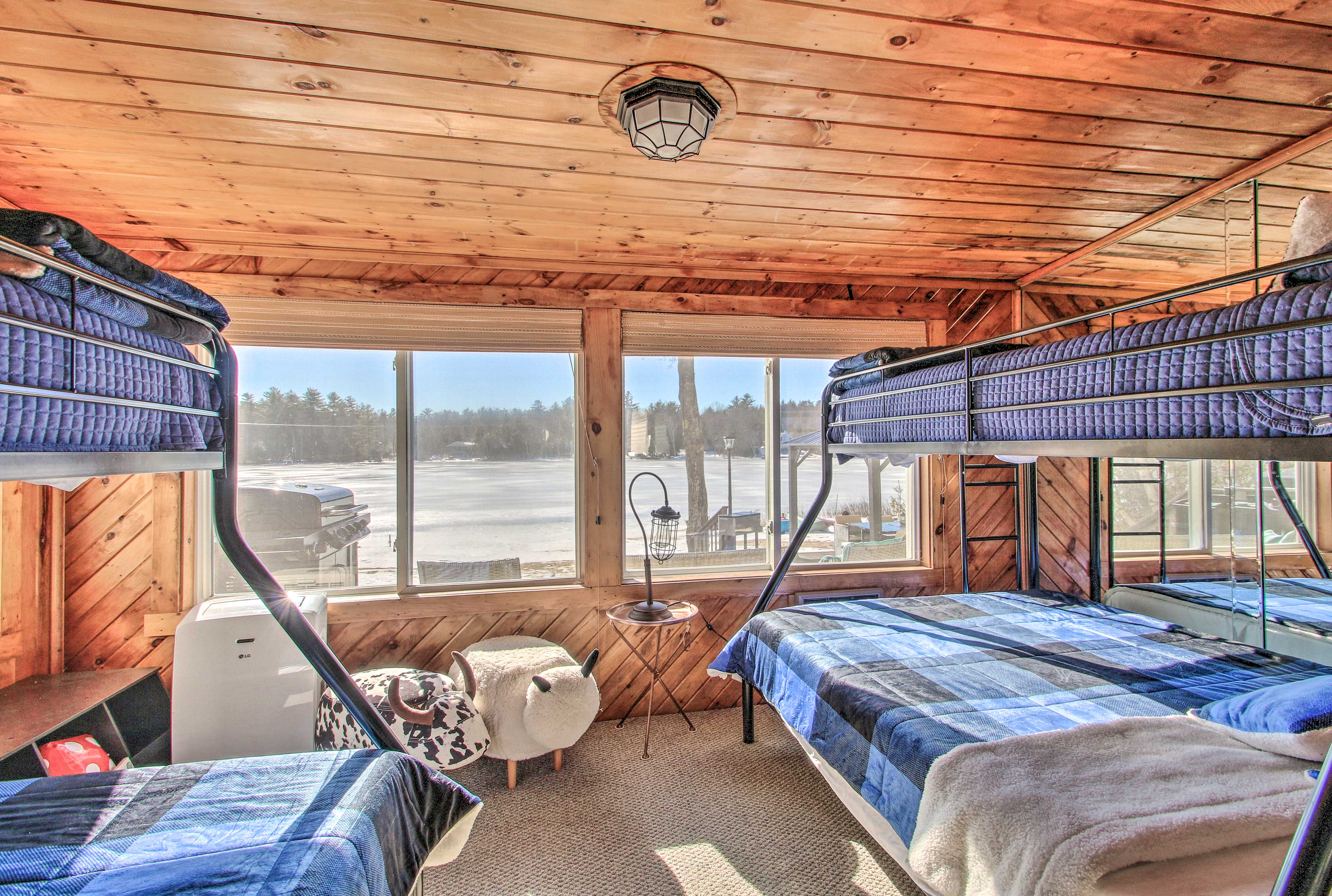 Flip a coin to see who gets top bunk!