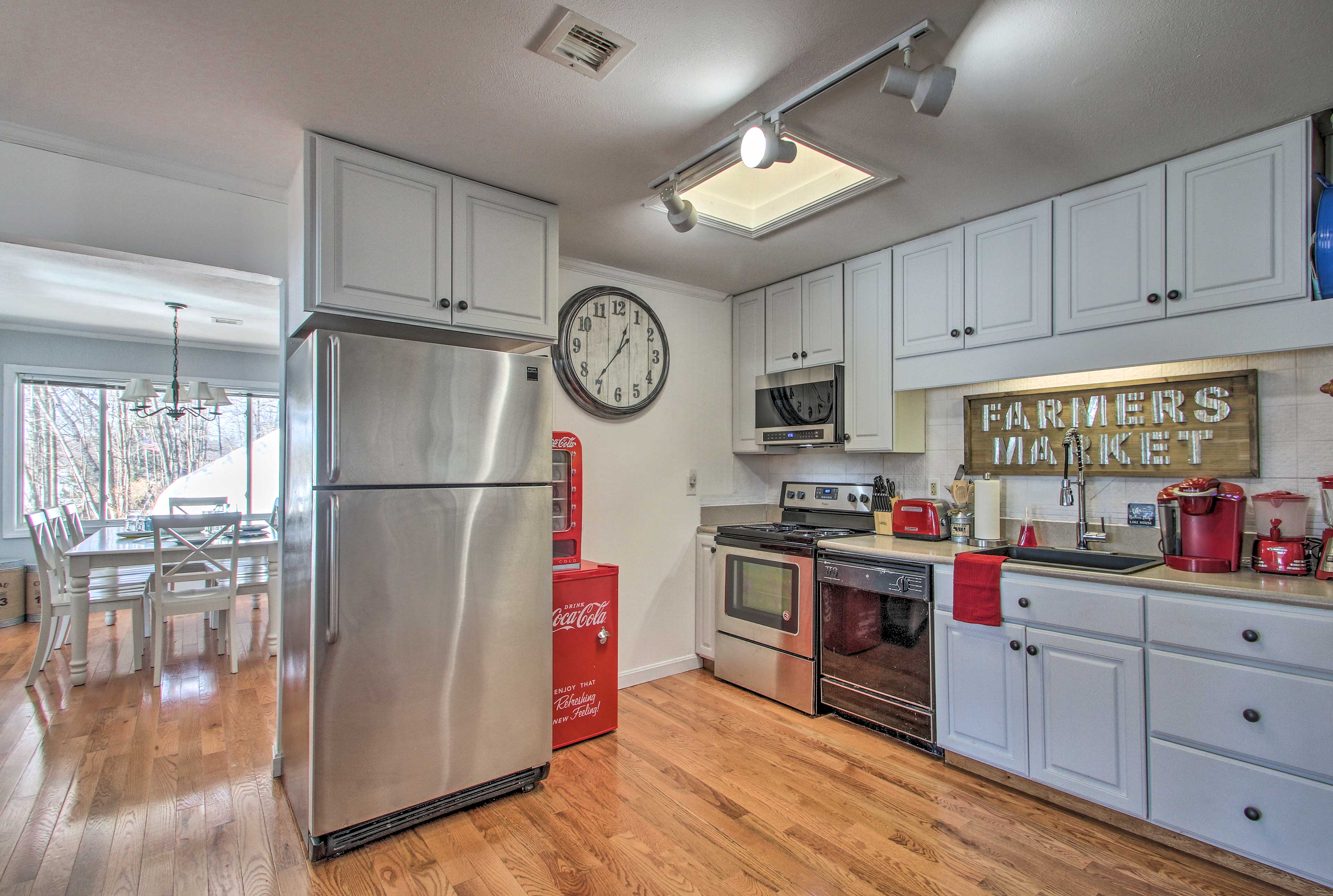 Stainless steel appliances highlight this fully equipped kitchen.
