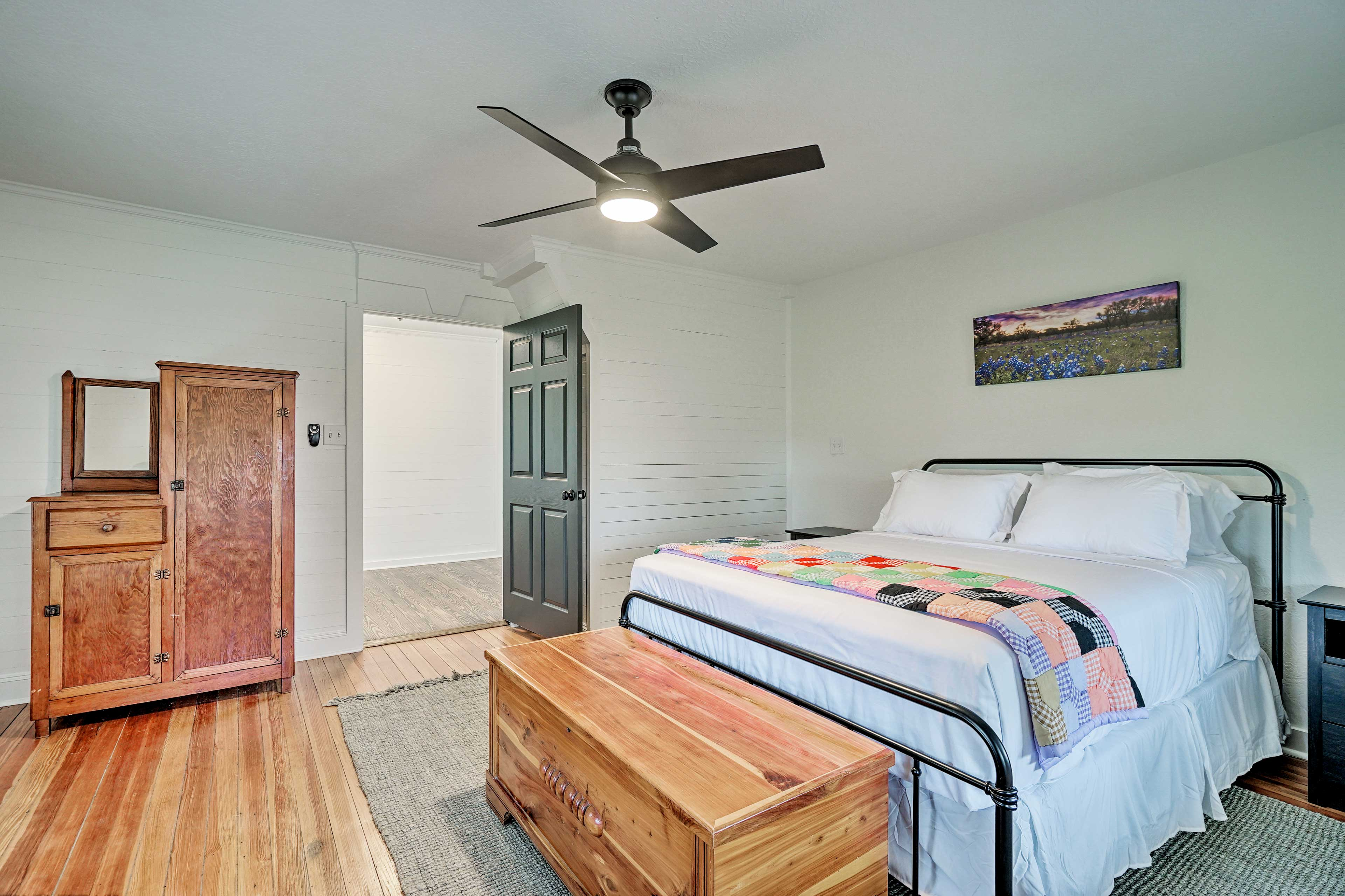 Get some rest on the queen bed in this room.