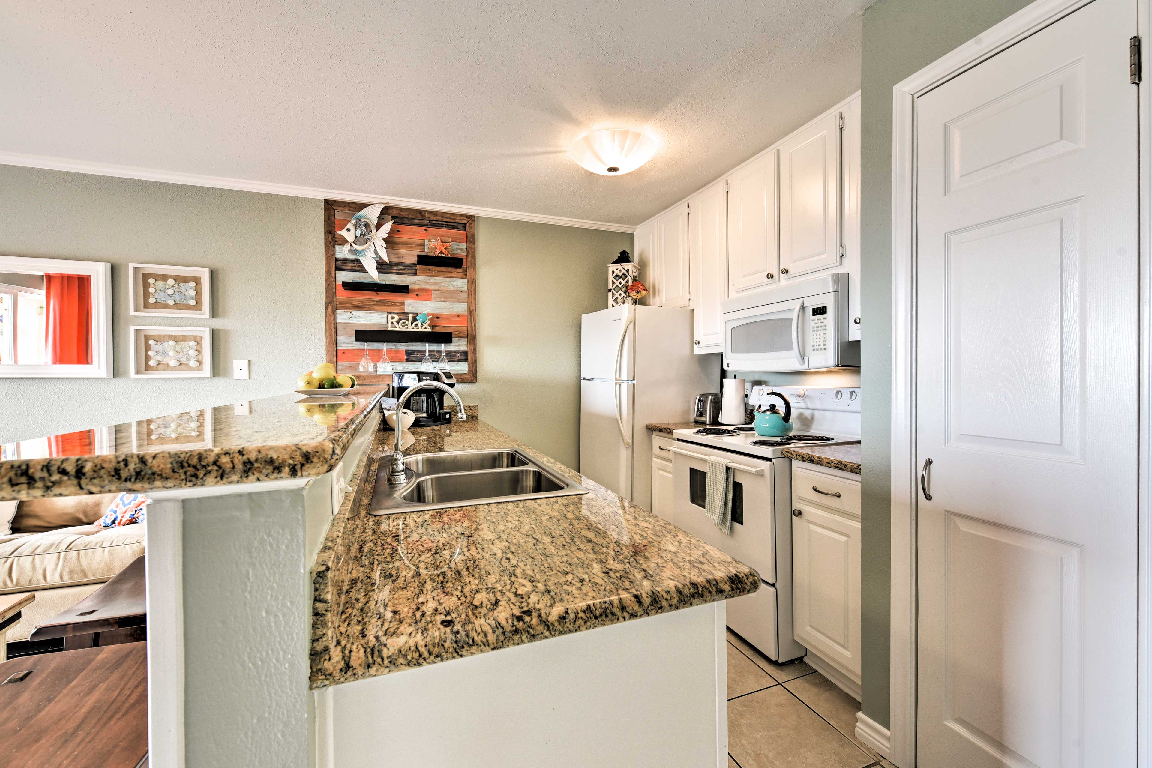 Slice and dice on the expansive countertops.