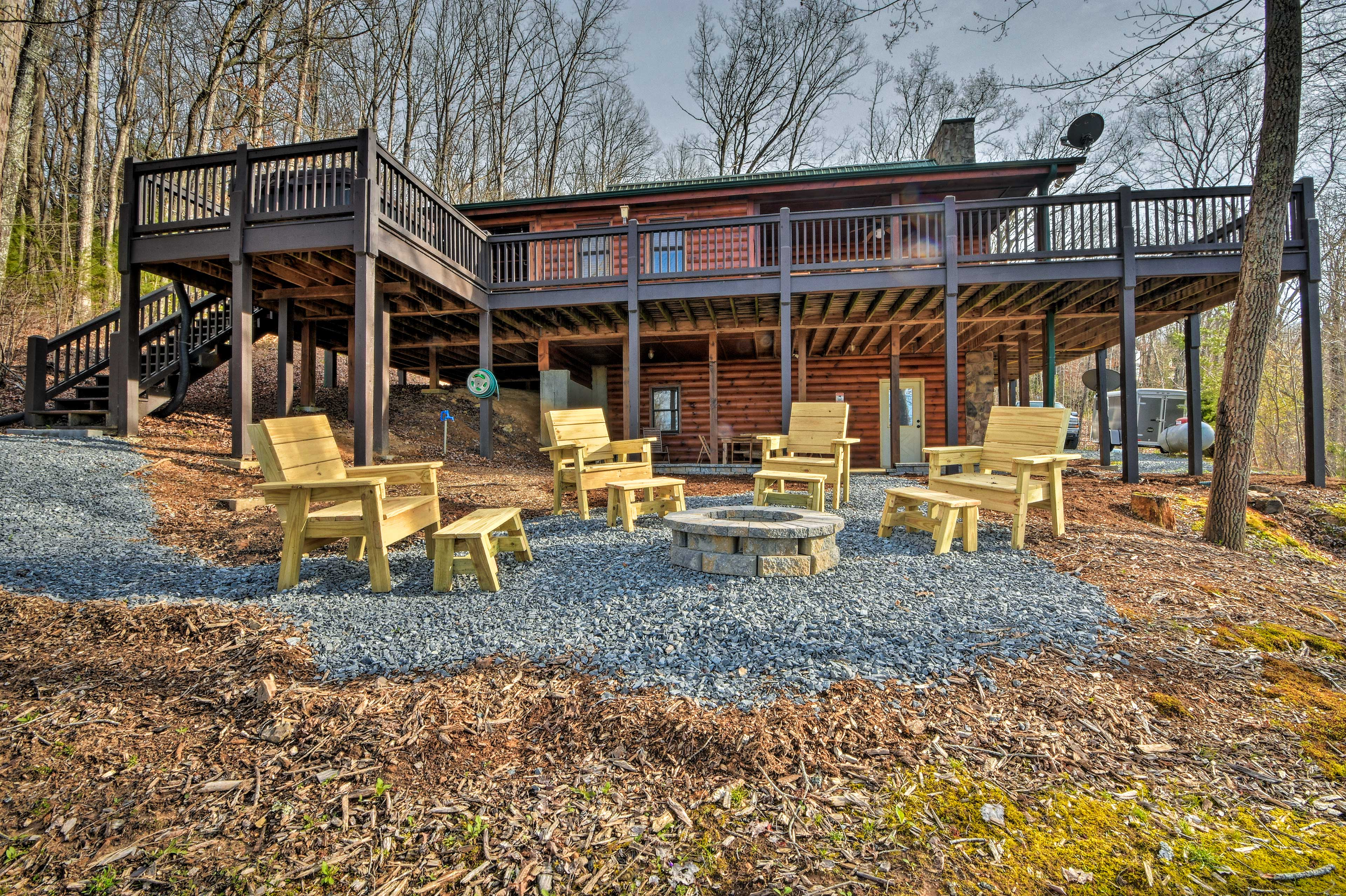 Stay in style at this Morganton vacation rental in the Blue Ridge Mountains!