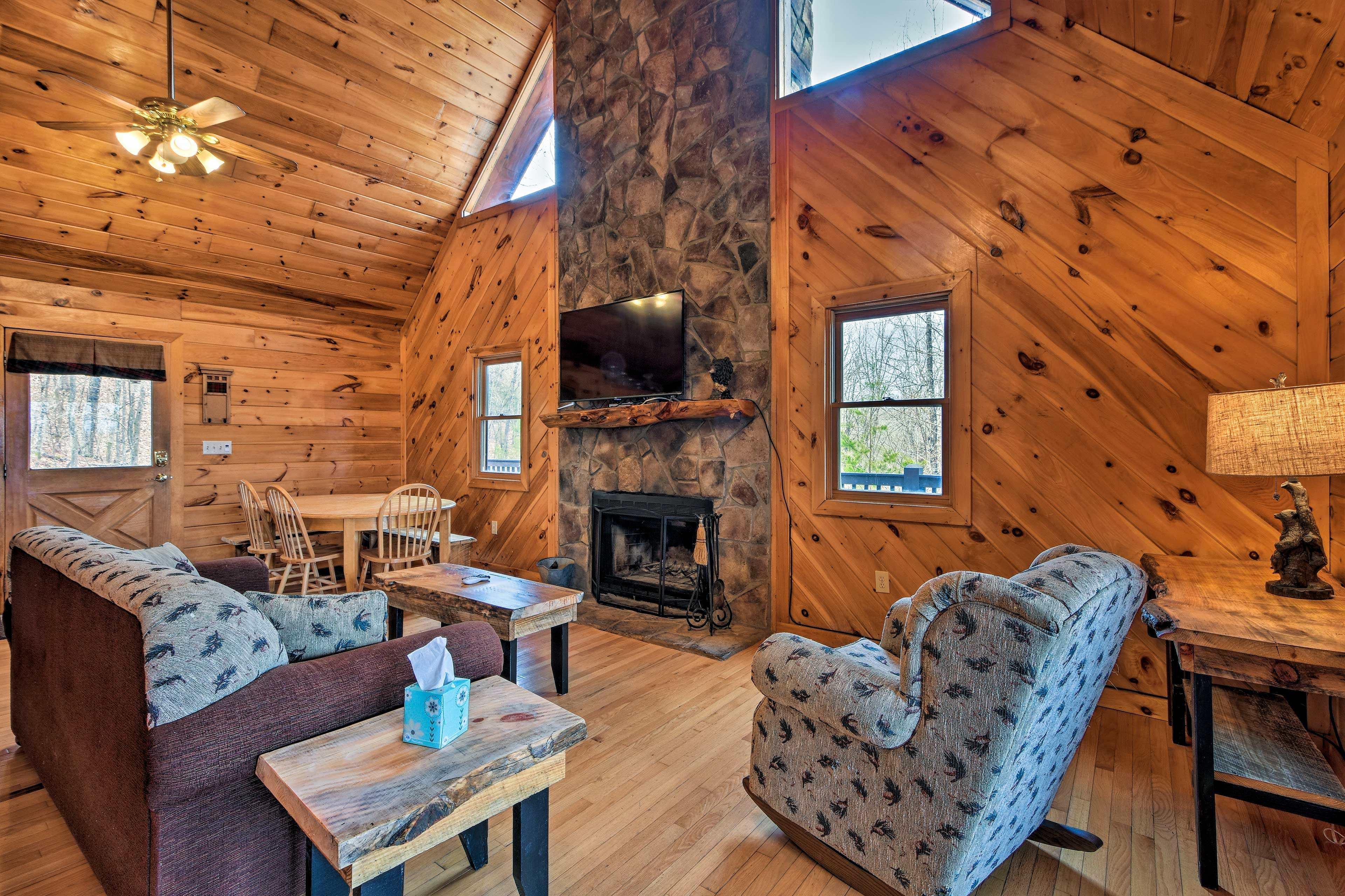 Cozy cabin-style outfits the 3-bedroom+loft, 3-bathroom cabin for 12!