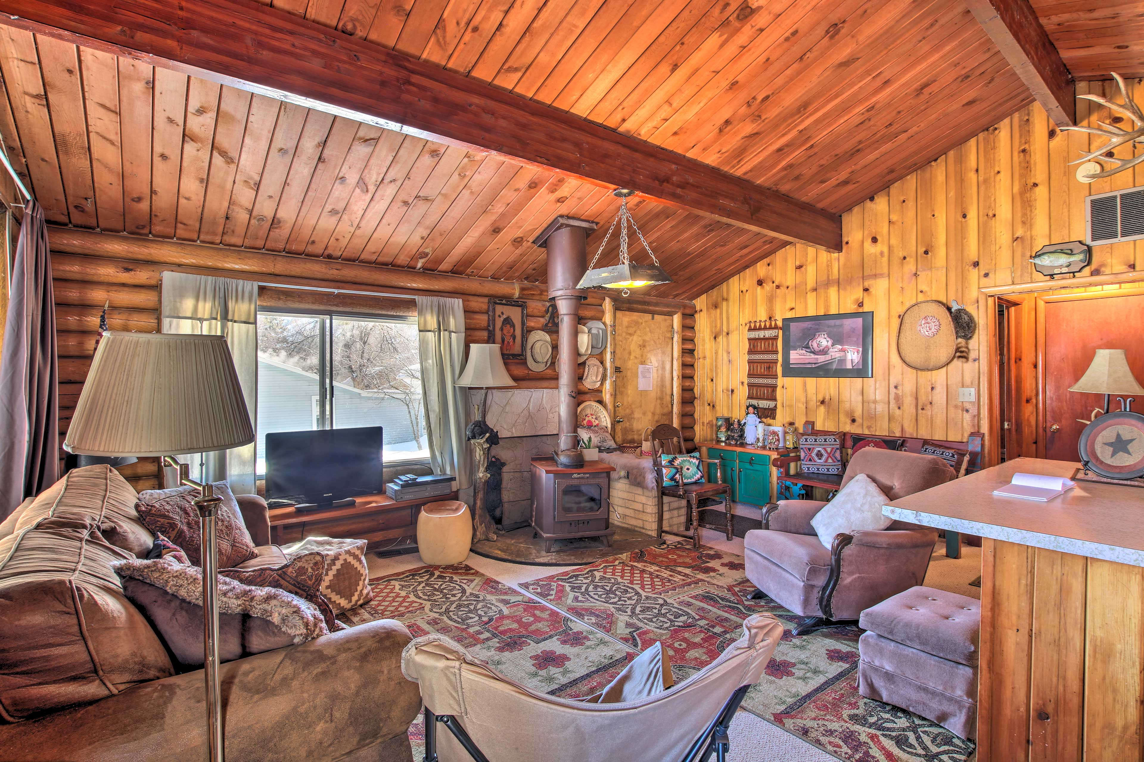 The cozy home has 3 bedrooms, 2 bathrooms, an air mattress, and room for 10.